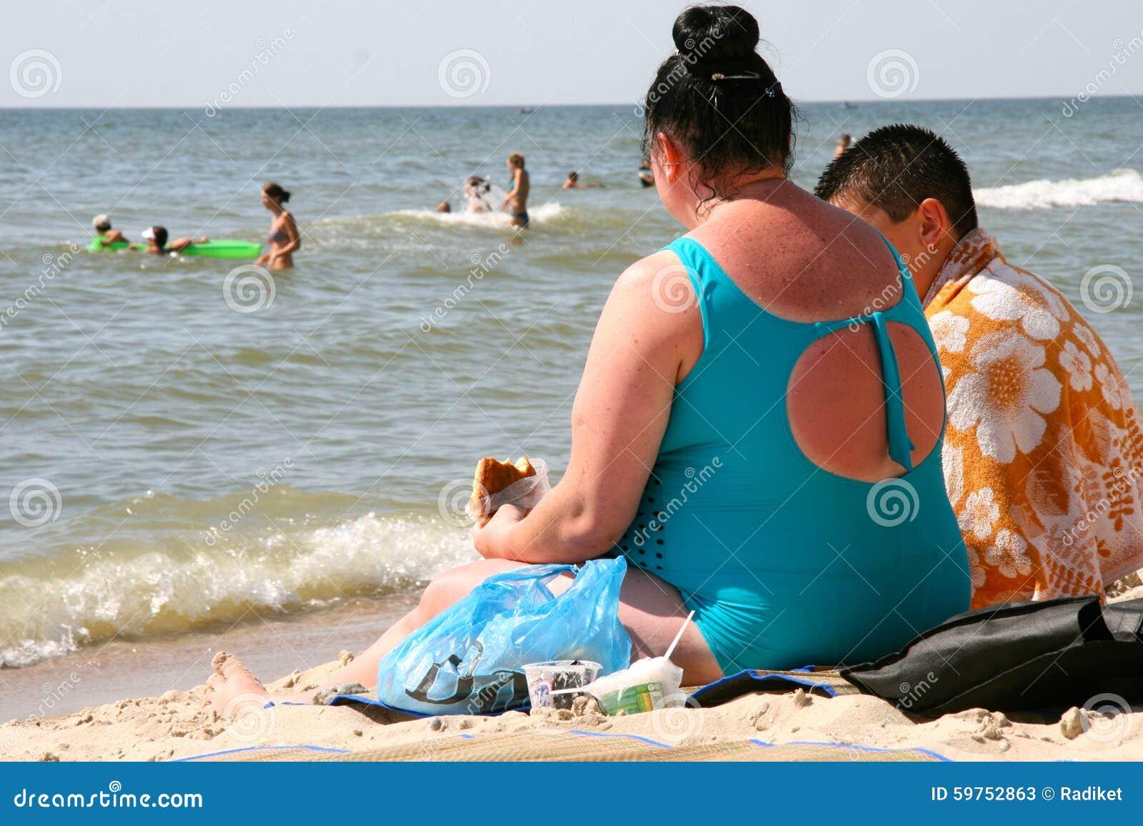 [Image: fat-people-beach-urzuf-ukraine-july-woma...752863.jpg]