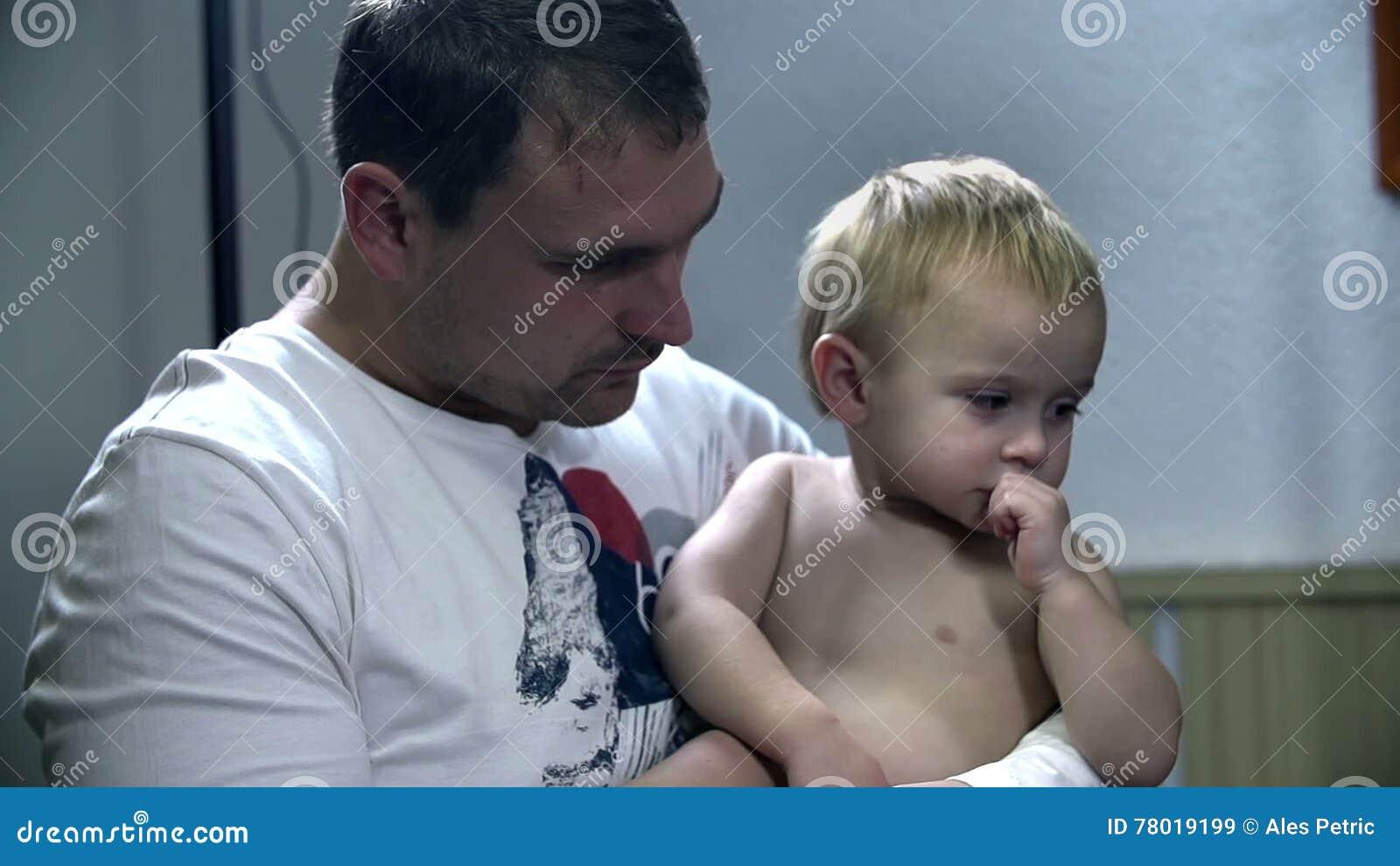 Сын сосает отца, Отец делает минет своему сыну 26 фотография