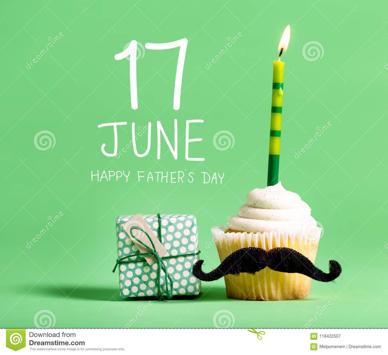 Father`s day message with cupcake
