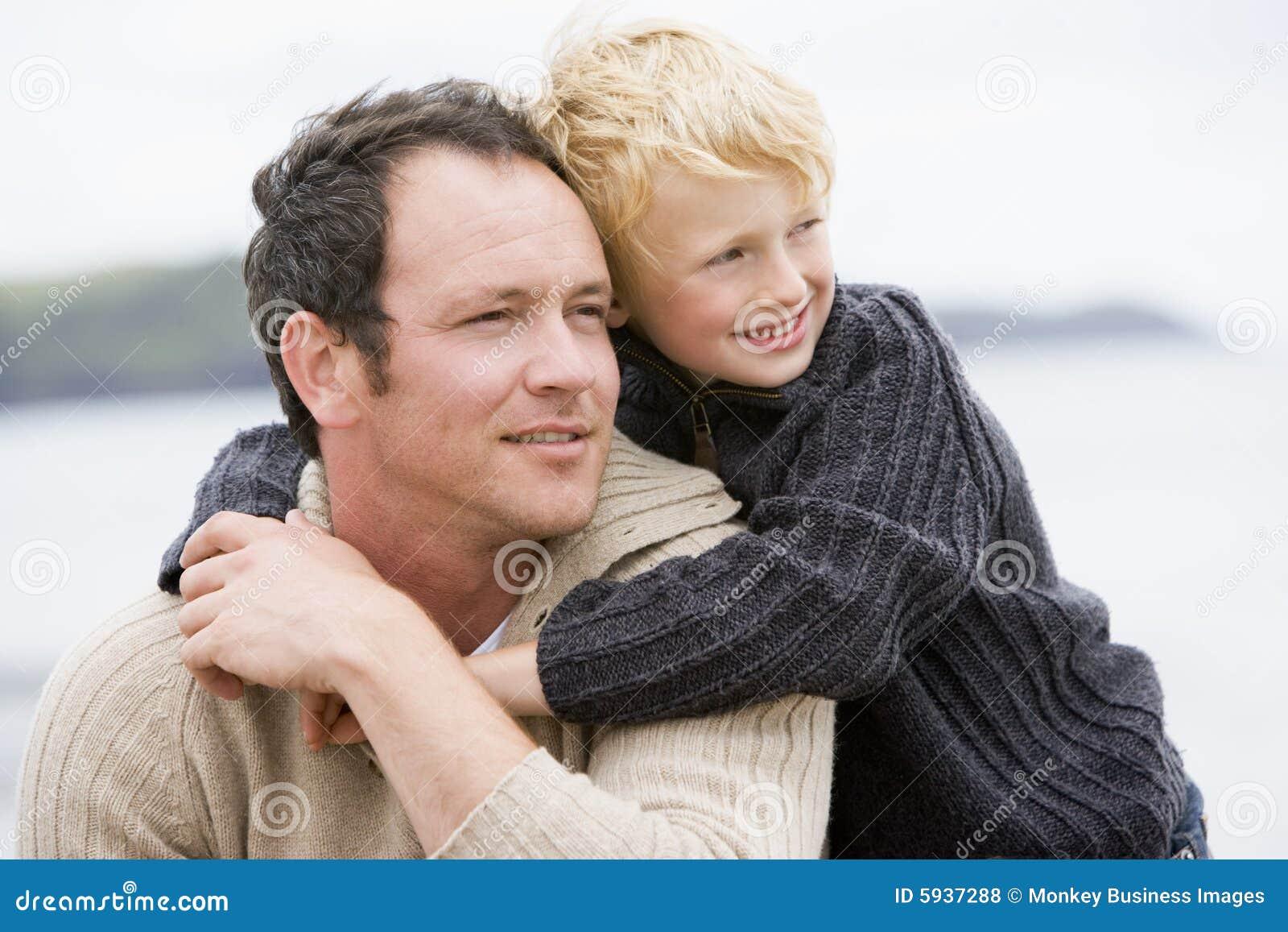 Сын и мама легли вместе 1 фотография