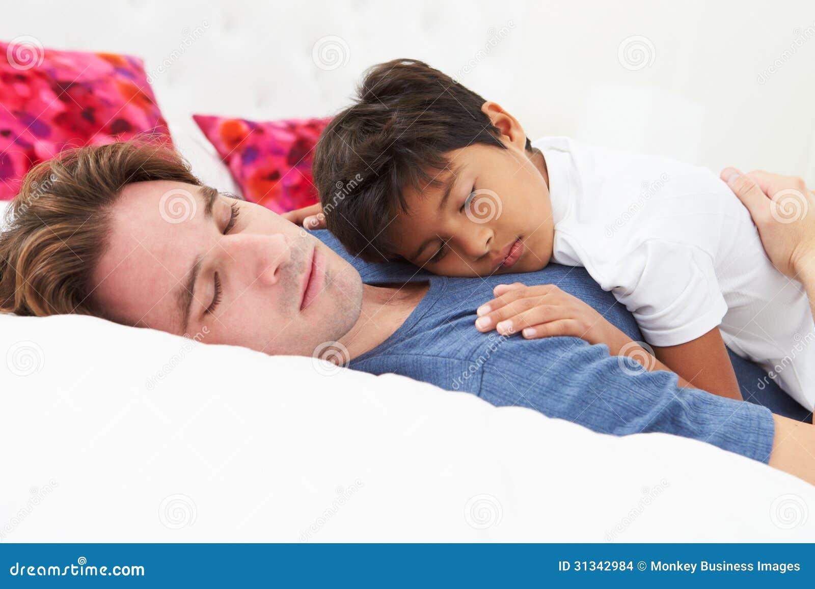 Спящая и сын 15 фотография