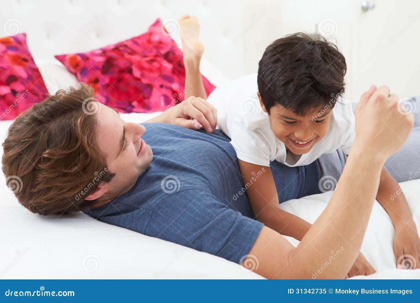 Сын снимает на камеру как трахается с мамой  Порно Дойки