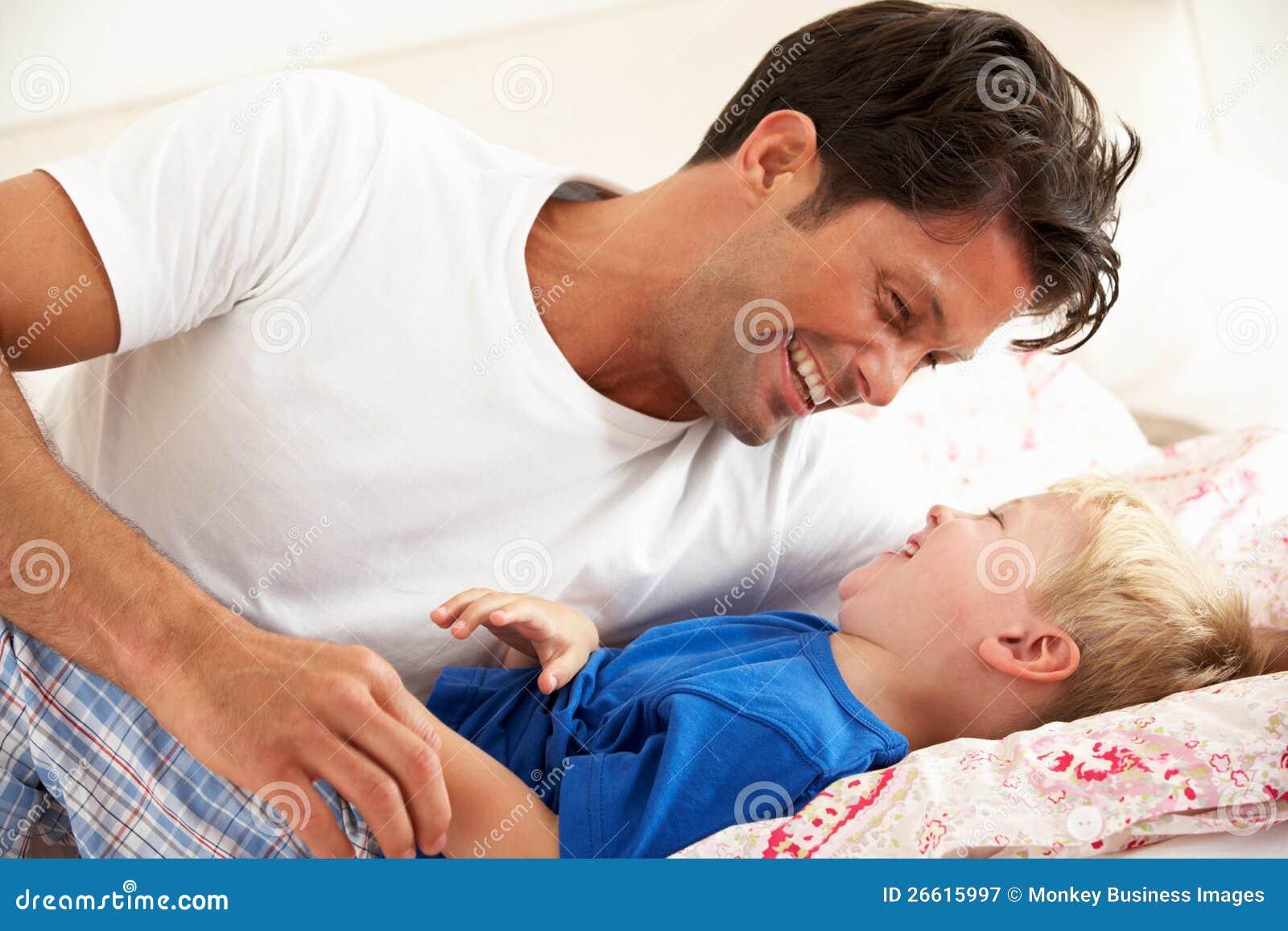 Сыновья в постели с матерью 12 фотография