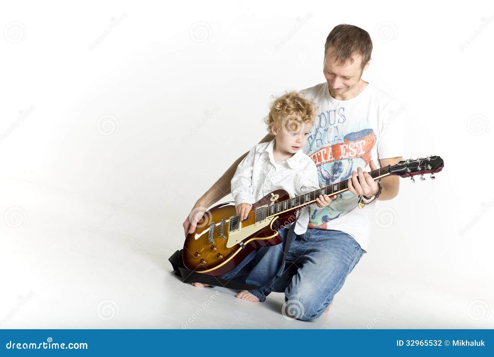 8 Easy Online Guitar Lessons for Beginners