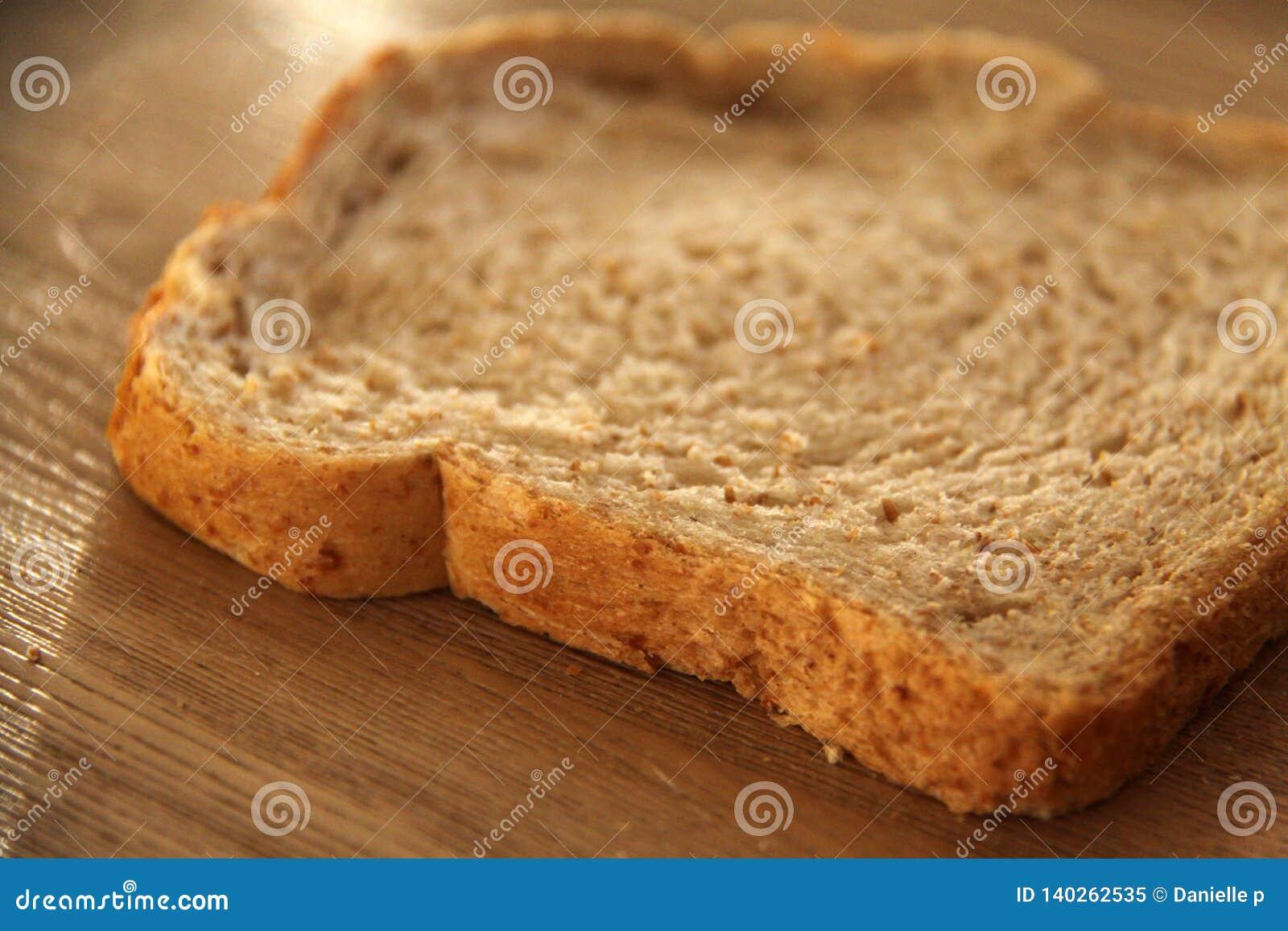 Fatia fresca de pão integral inteiro