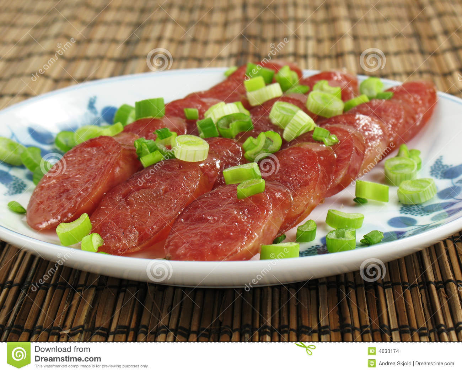 Fatias chinesas da salsicha