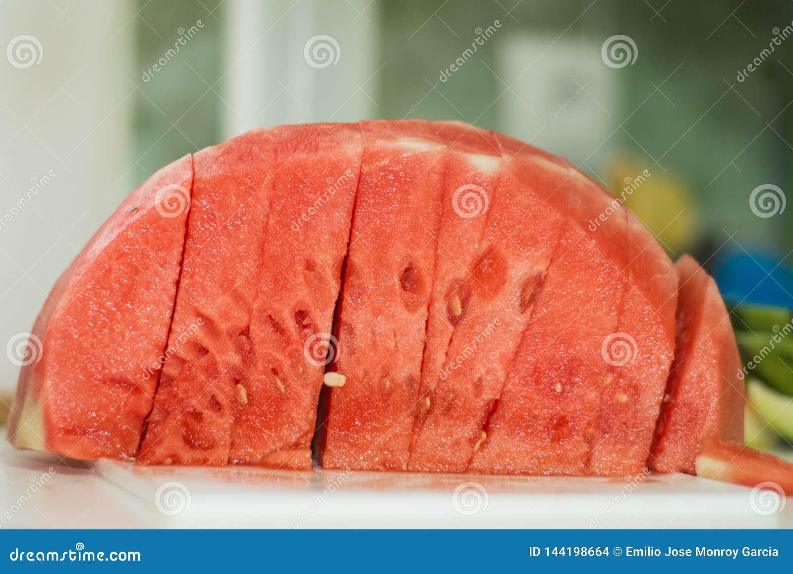 Fatias saborosos da melancia em casa