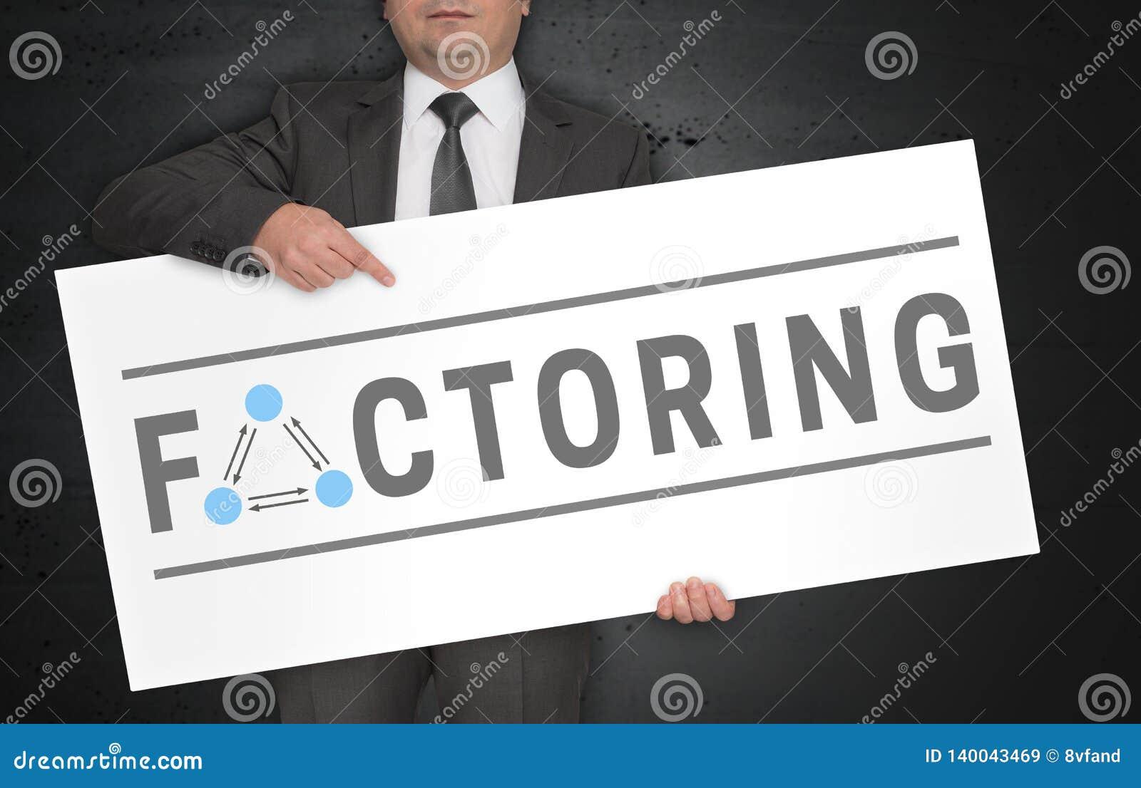 Fatorar o cartaz é mantido pelo homem de negócios