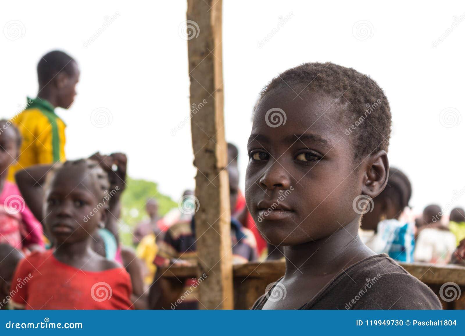 Fattiga lantliga afrikanska barn 24