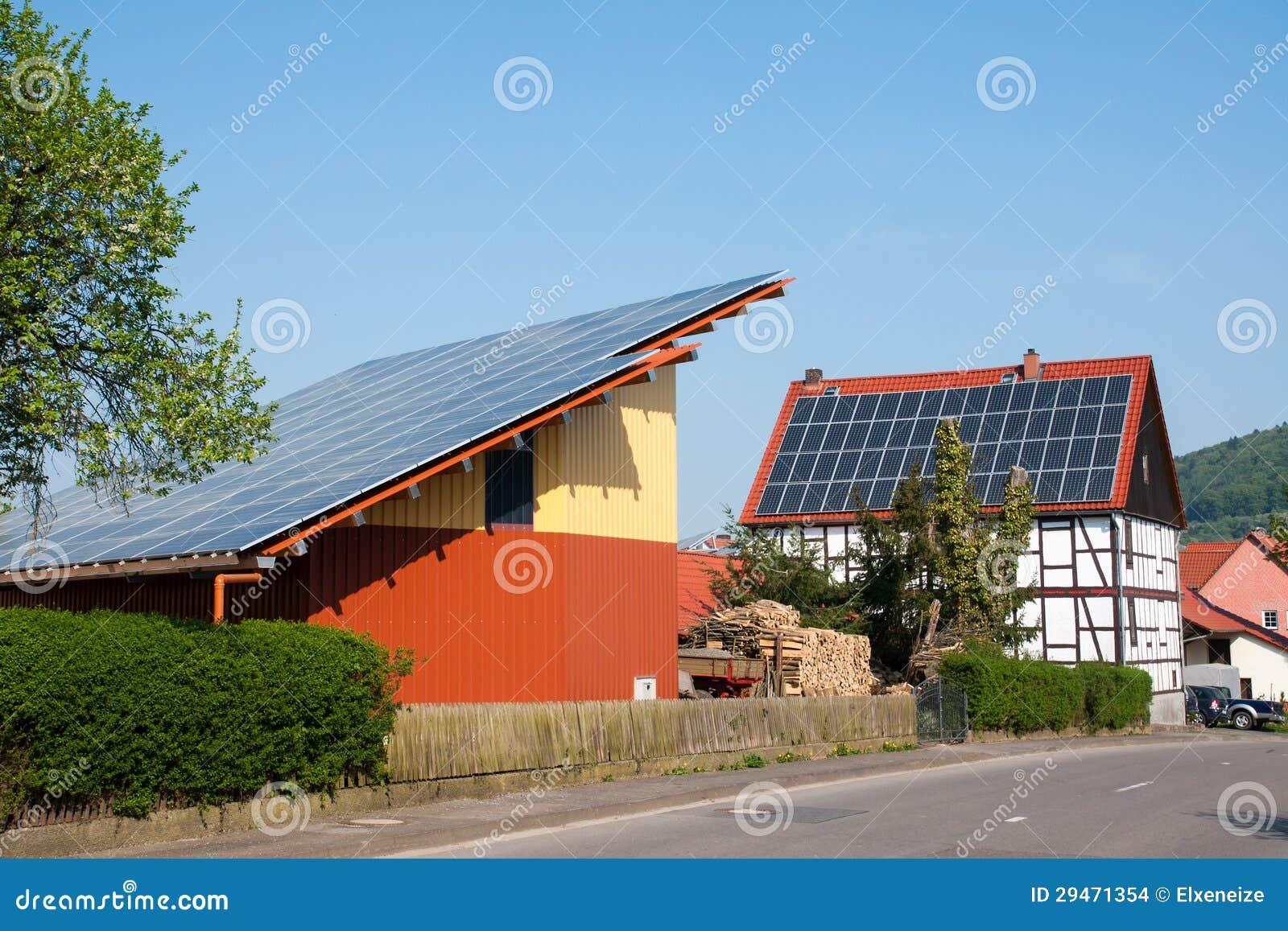 Fattoria con i pannelli solari immagini stock immagine for Pannelli solari immagini