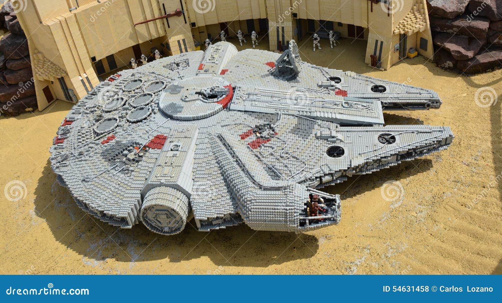 faucon de mill naire dans le lego vaisseau spatial des guerres des toiles faites partir du. Black Bedroom Furniture Sets. Home Design Ideas