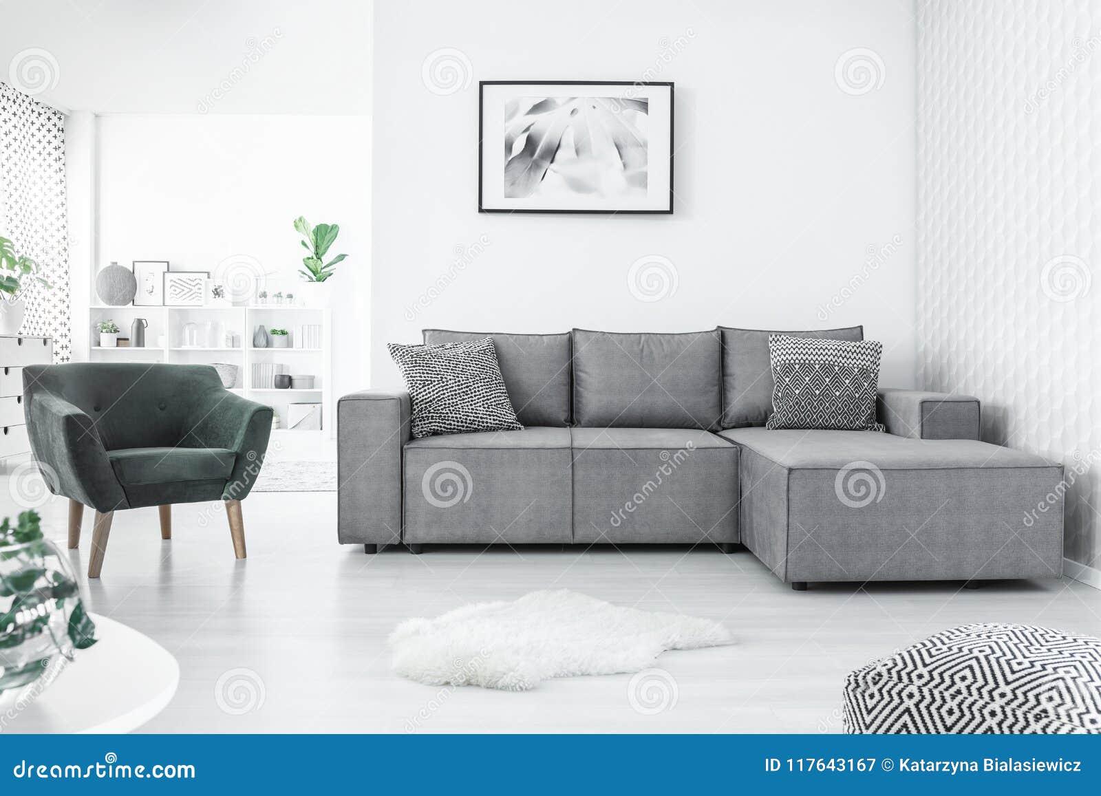Fauteuil et sofa de coin image stock. Image du canapé - 117643167