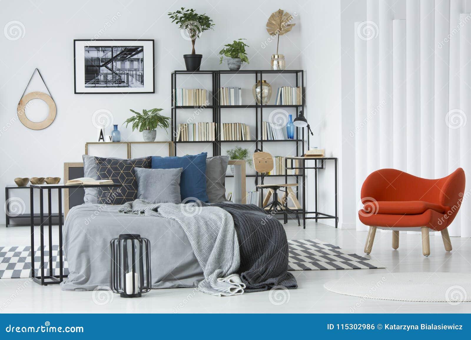 Captivant Fauteuil Orange Dans L Intérieur De Chambre à Coucher