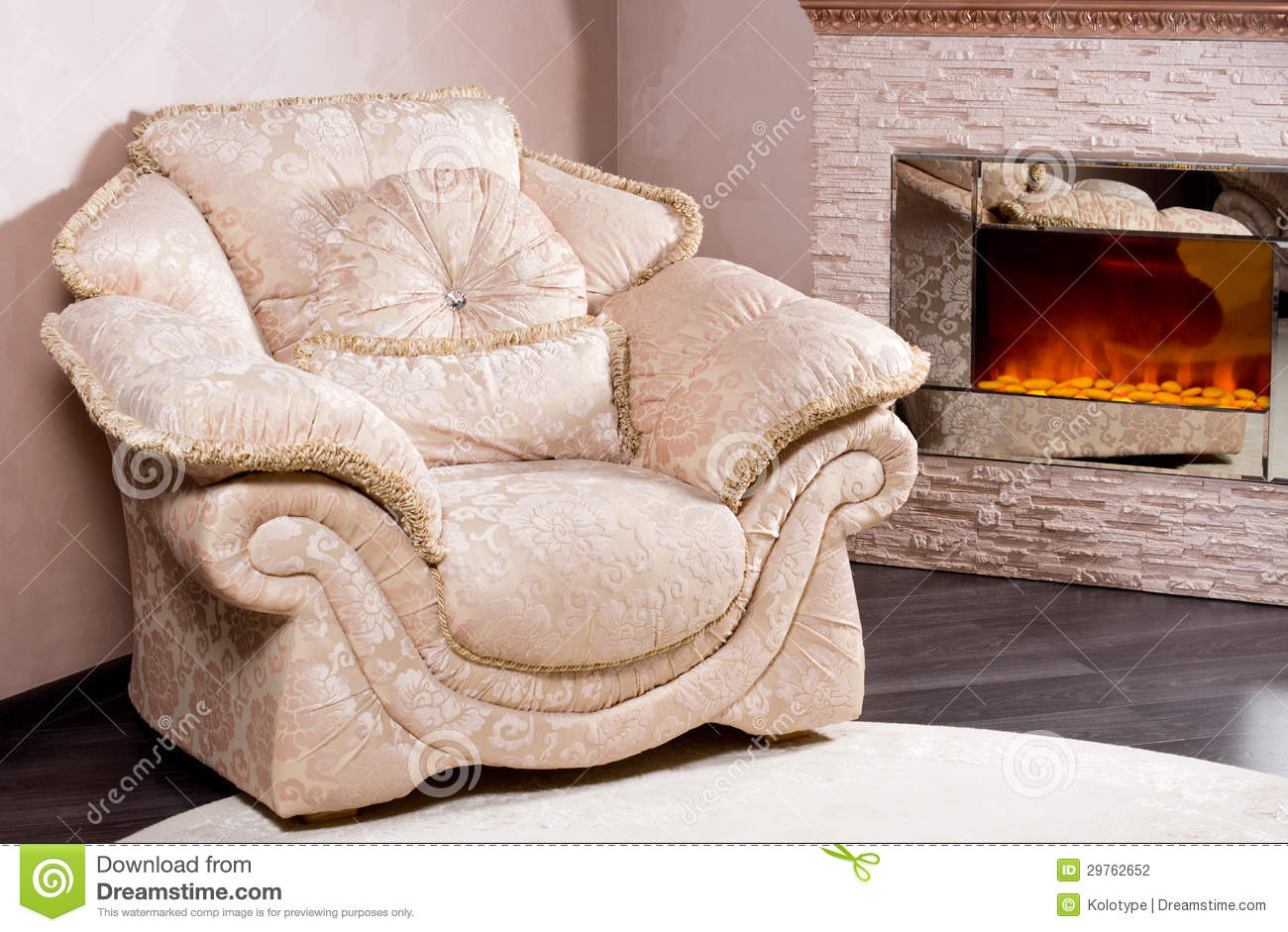 fauteuil confortable pr s d 39 un feu de flambage photographie stock image 29762652. Black Bedroom Furniture Sets. Home Design Ideas
