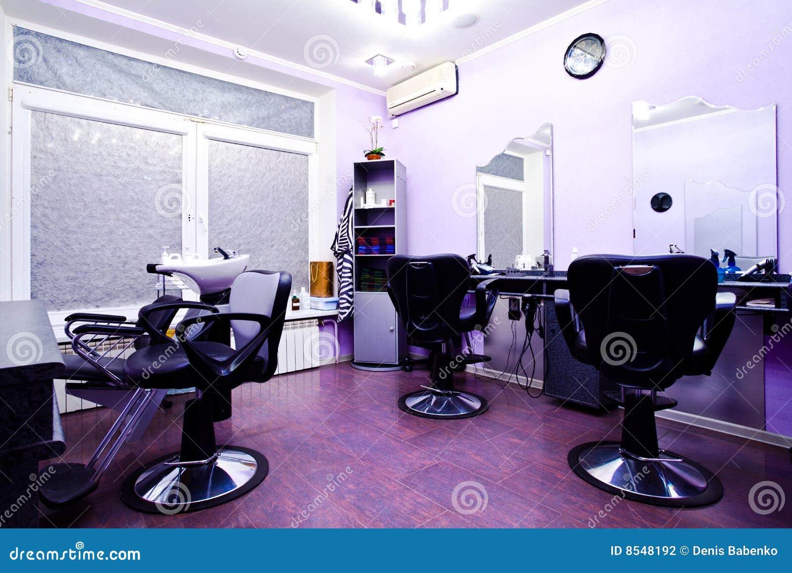 Fauteuils dans le salon de coiffure photographie stock for Dans de salon