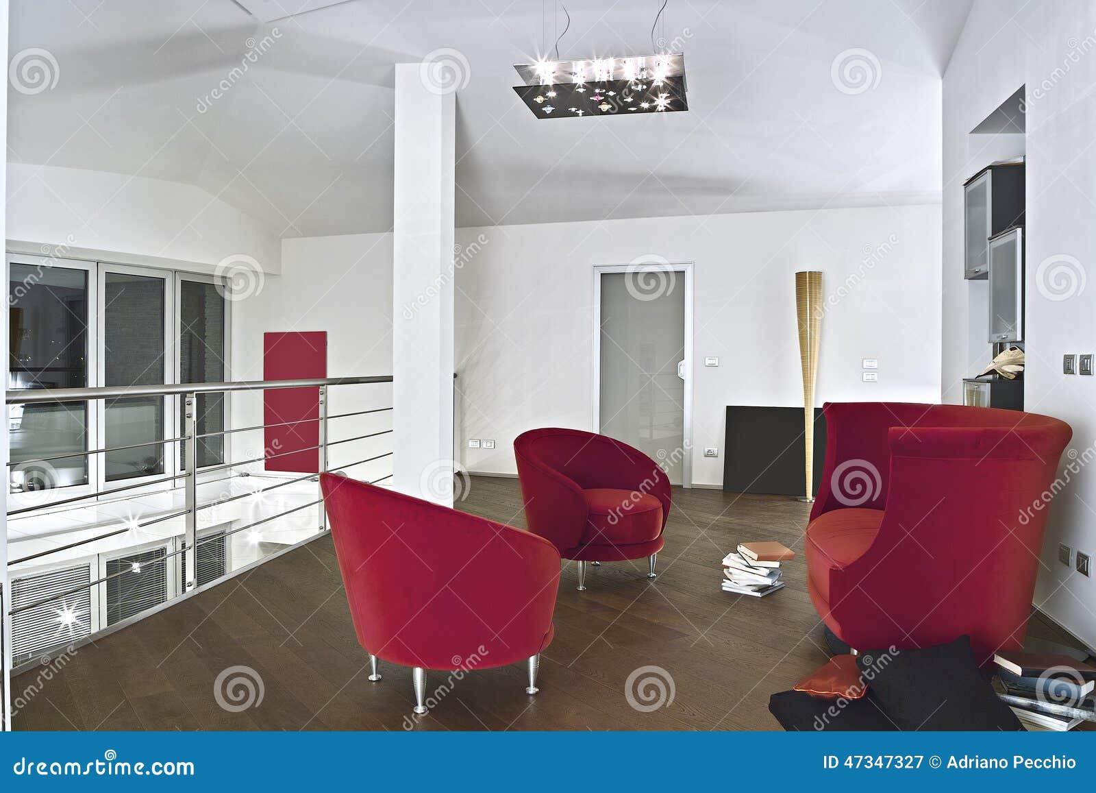 fauteuils rouges de velours dans le salon moderne - Salons Moderne En Velours