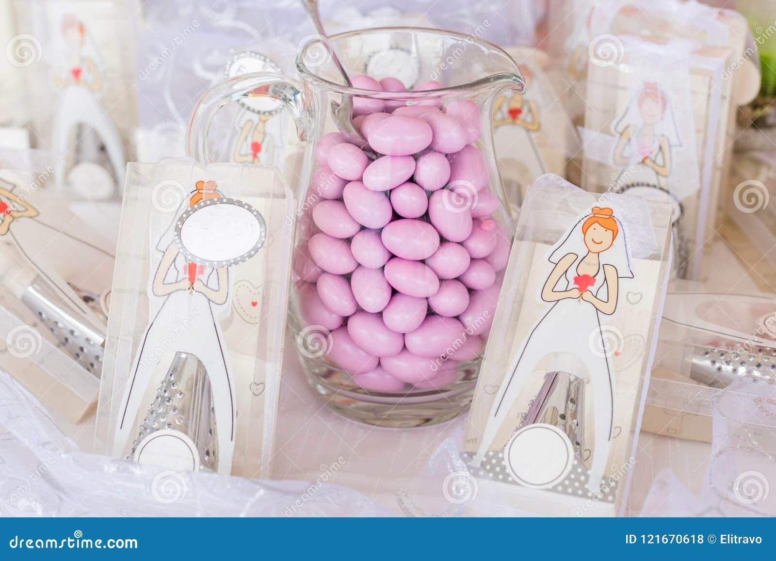 Favores do casamento e amêndoas do açúcar