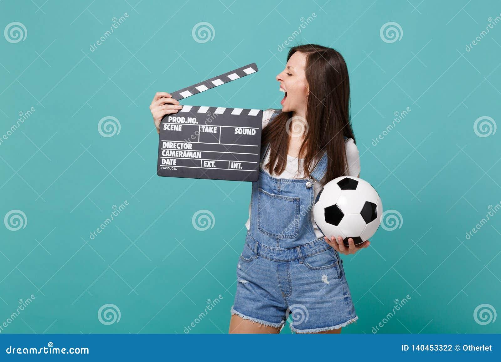 Favorit- lag för gladlynt flickafotbollsfanservice med den klassiska svarta filmen för fotbollboll som gör clapperboard som isole