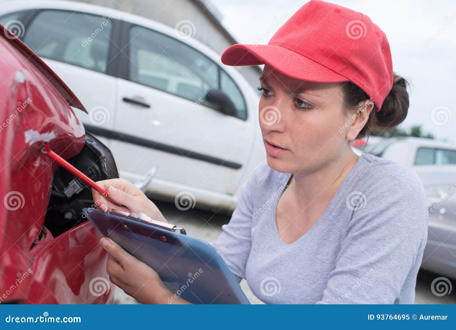 Fazendo a avaliação para o reparo do carro