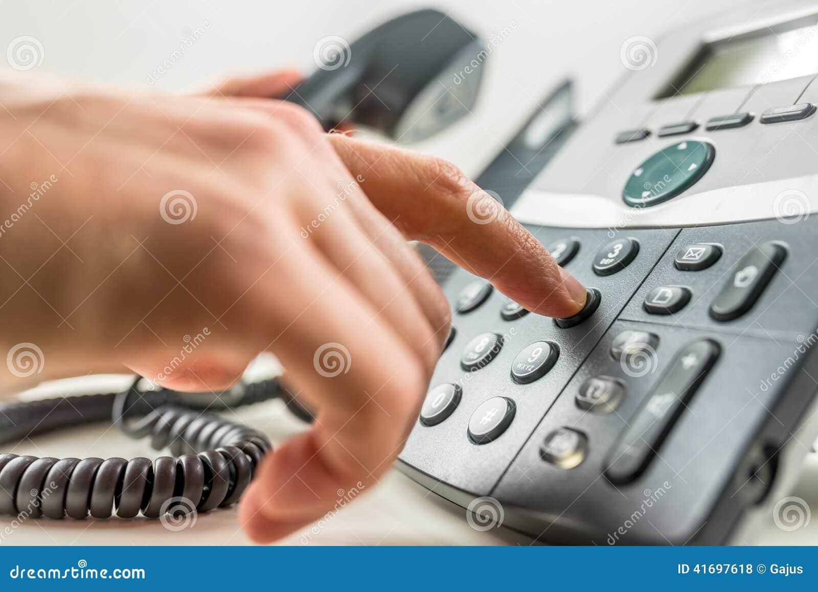 Fazendo um atendimento de telefone
