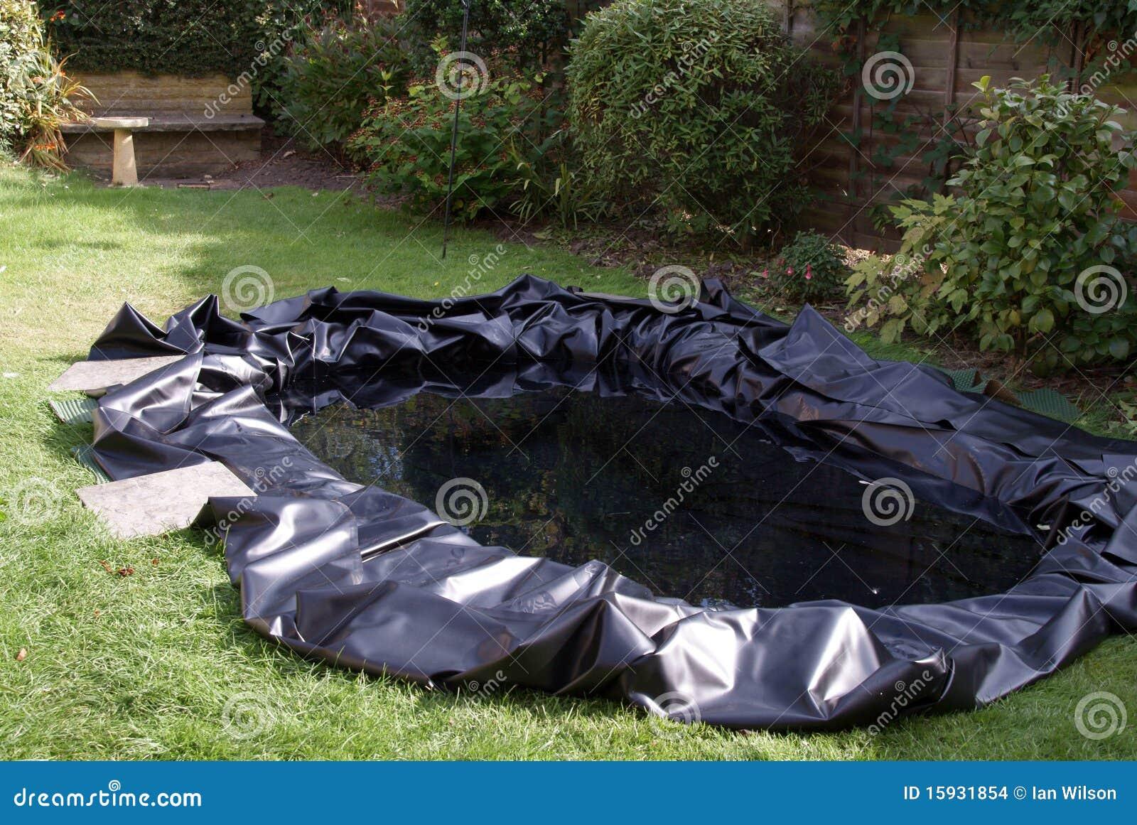 Fazendo uma lagoa do jardim