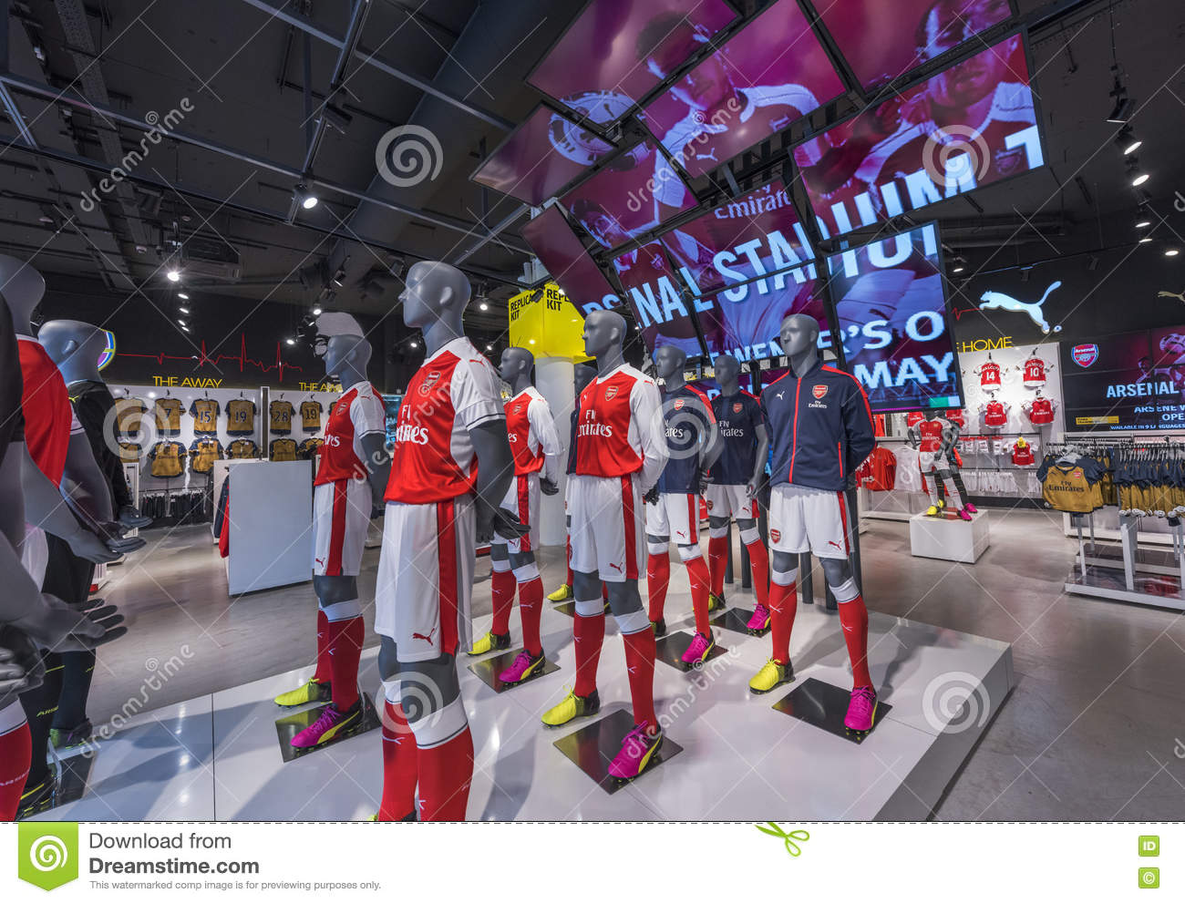 low priced c8e8a e6a6c In FC Arsenal store editorial photo. Image of shop, team ...