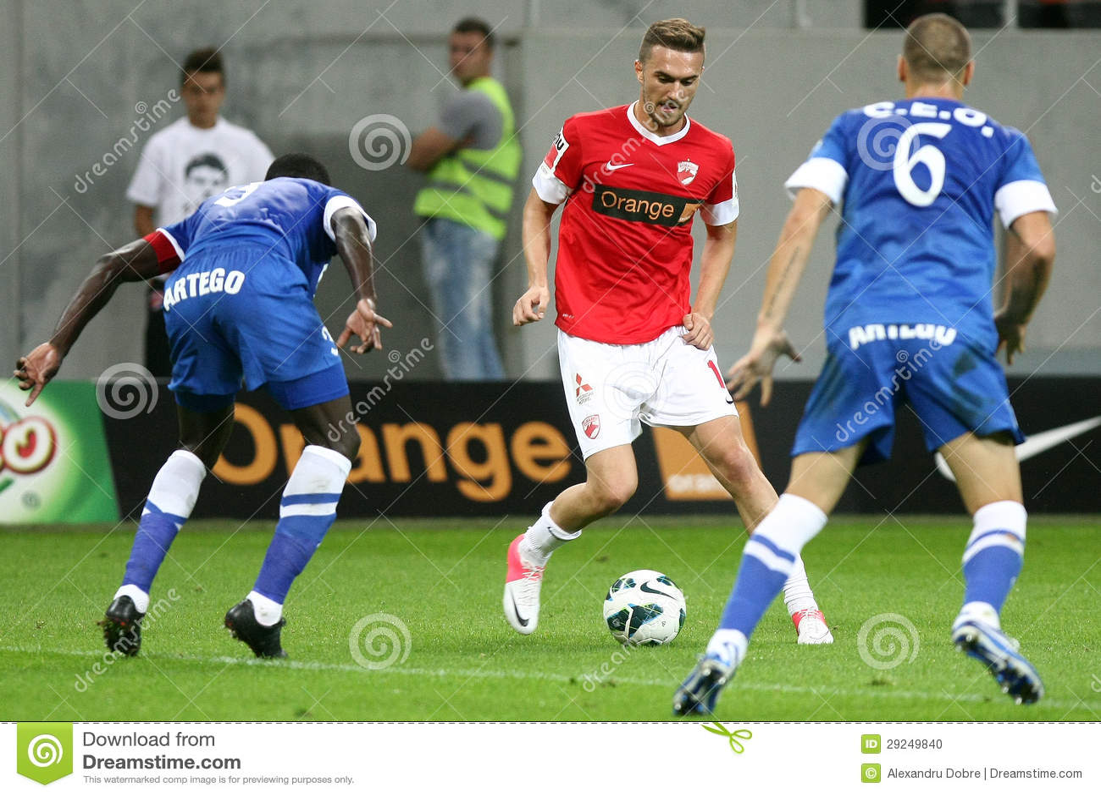 Download FC Dinamo Bucareste - FC Pandurii Targu-Jiu Imagem Editorial - Imagem de naturalizado, esfera: 29249840