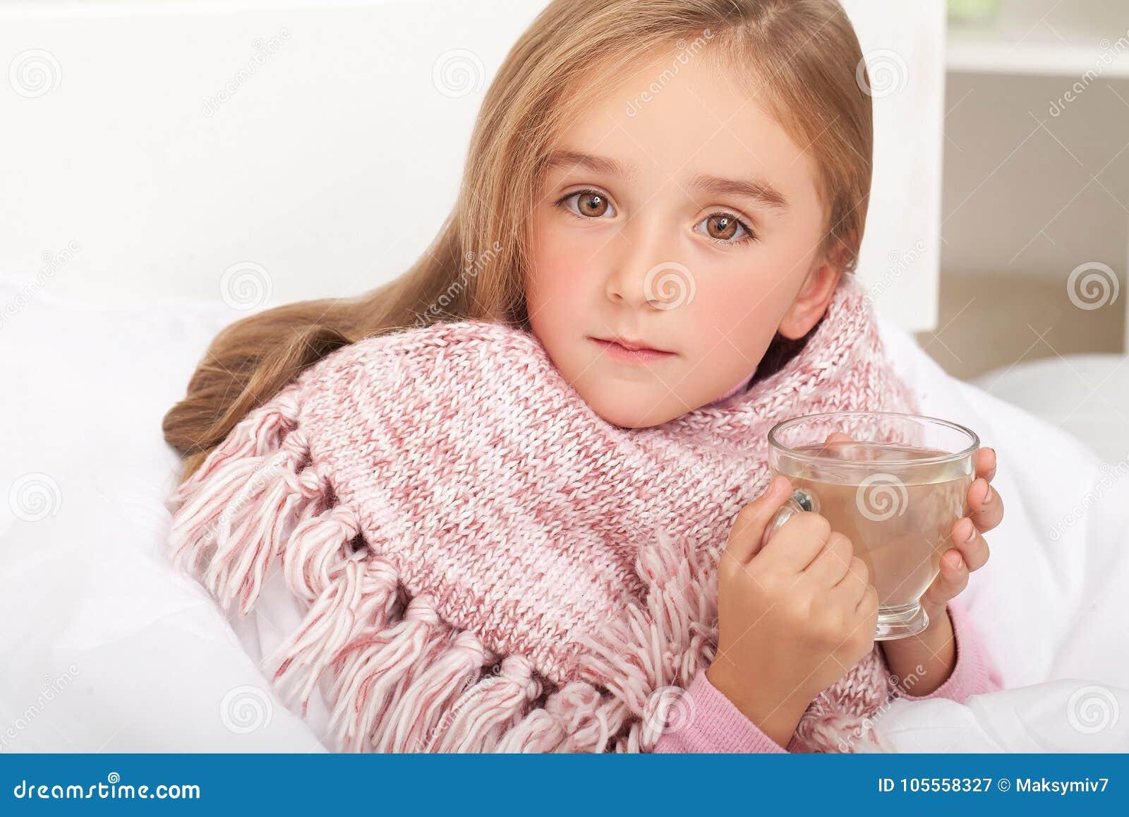 Febra, zimno, grypa, i -, chora dziewczyna ja