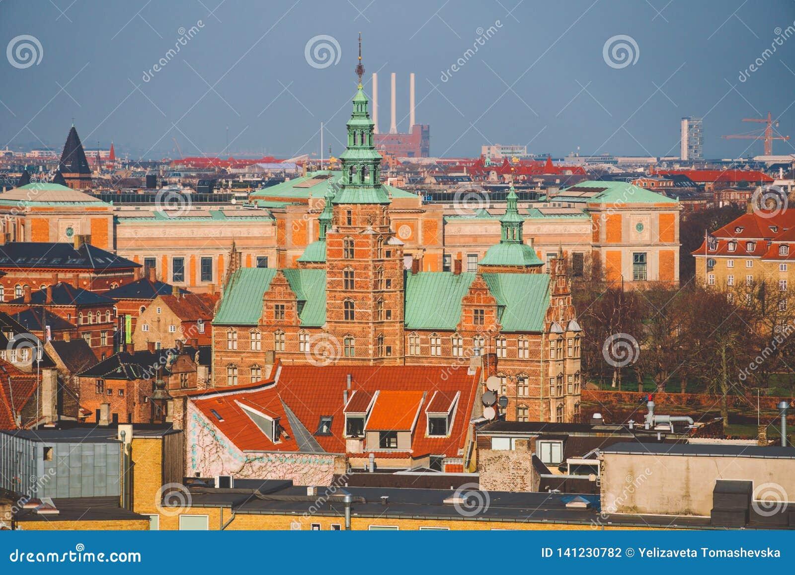 18. Februar 2019 Dänemark Kopenhagen Panoramische Draufsicht des Stadtzentrums von einem Höhepunkt Runder Rundetaarn-Turm