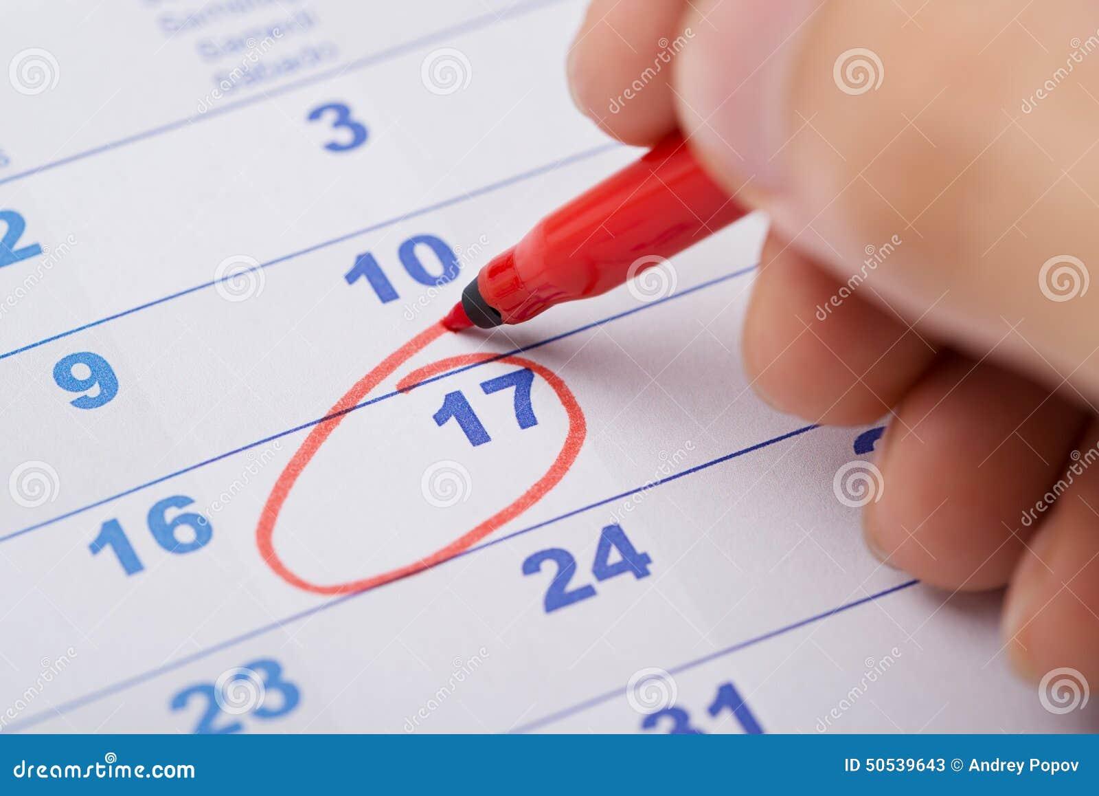 Marca Calendario.Fecha De La Marca De La Mano 17ma En Calendario Imagen De Archivo