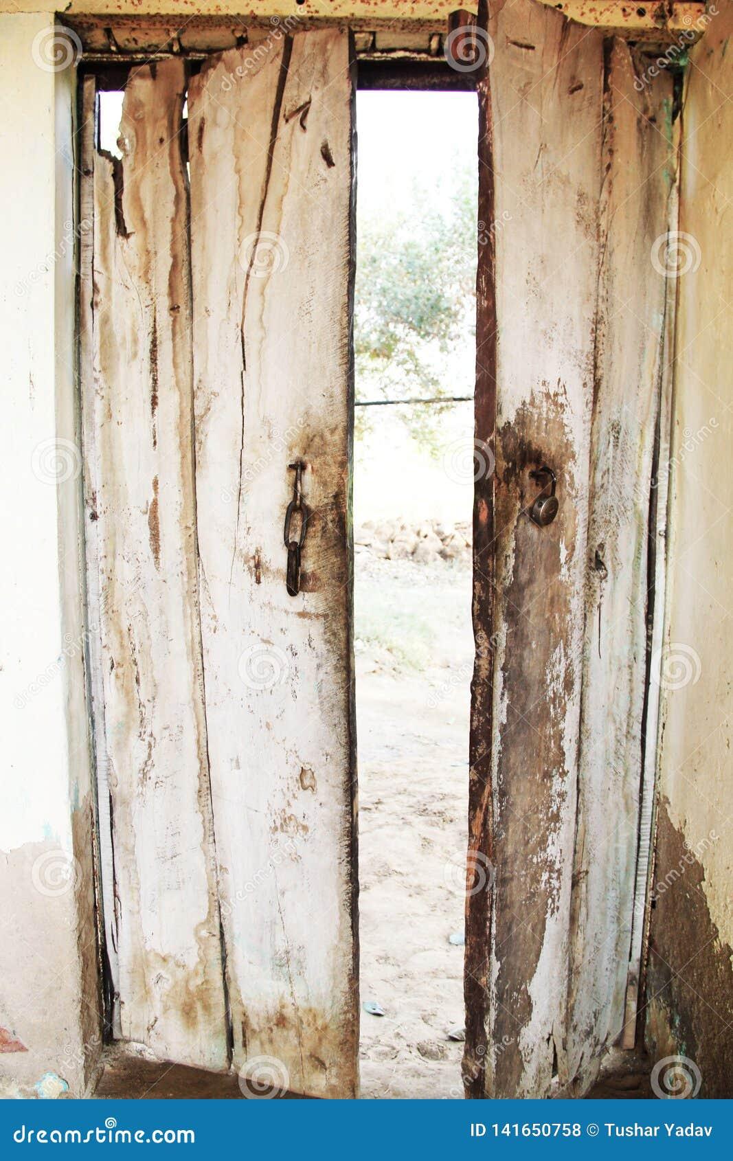 Fechamento da oxidação de portas de madeira velhas