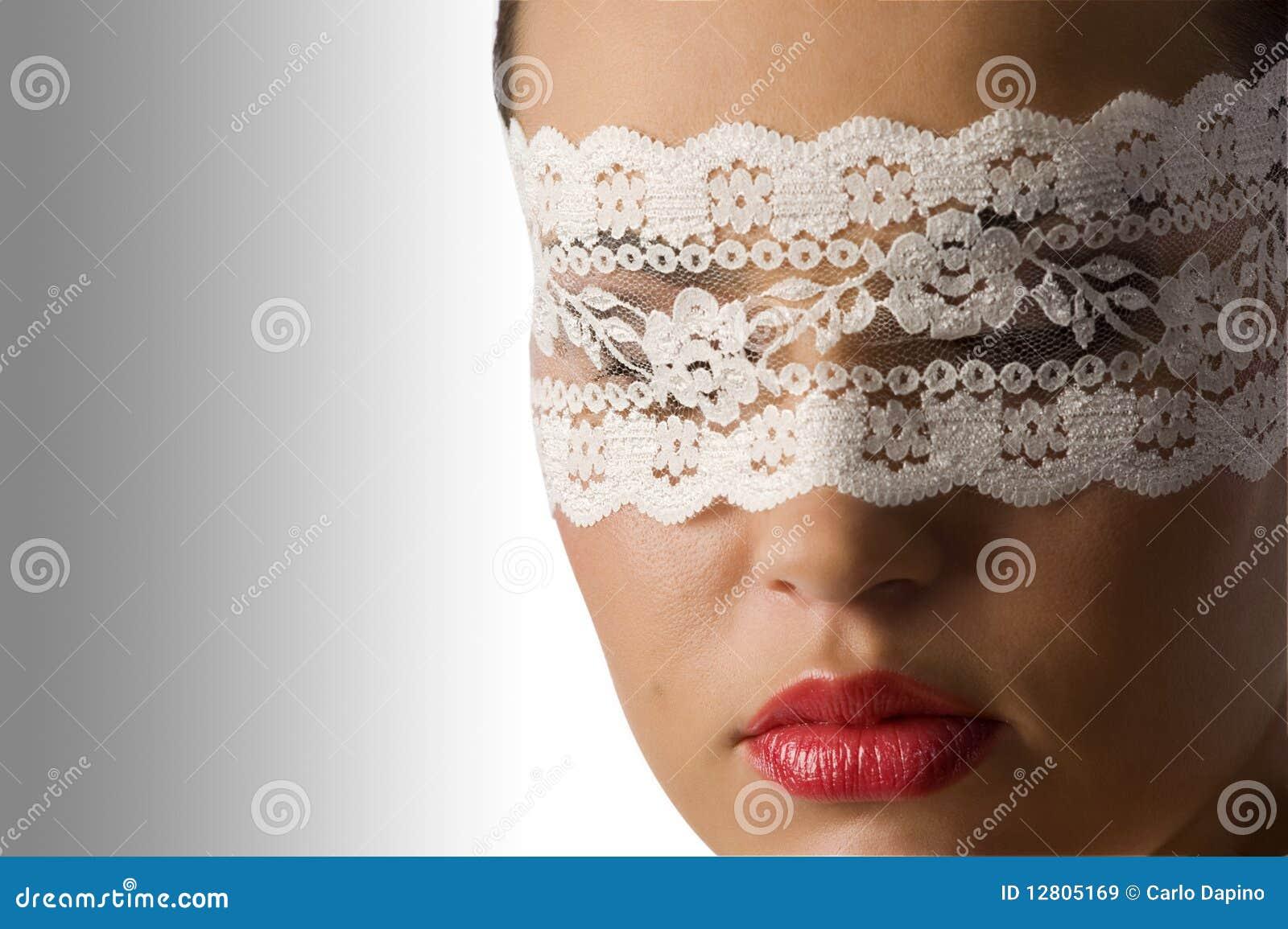 Feche acima com máscara