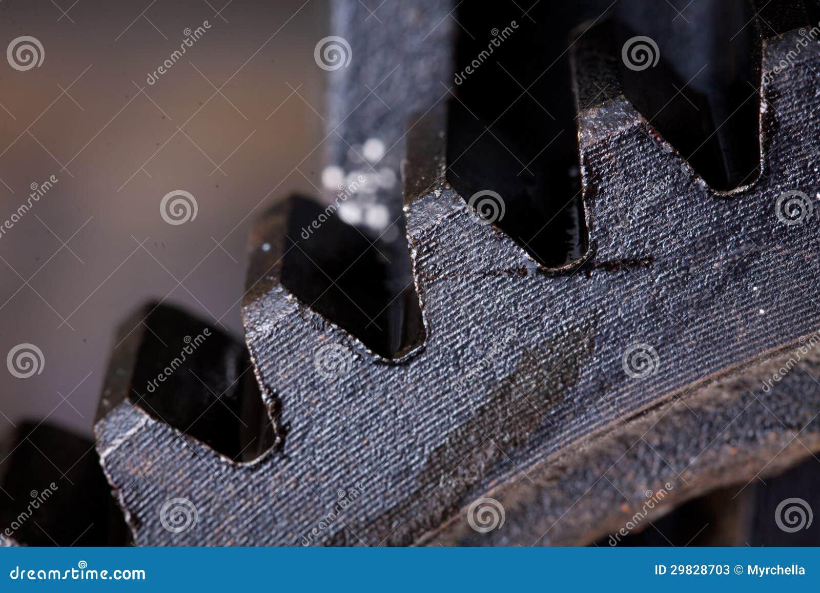 Feche acima da vista das engrenagens do mecanismo velho