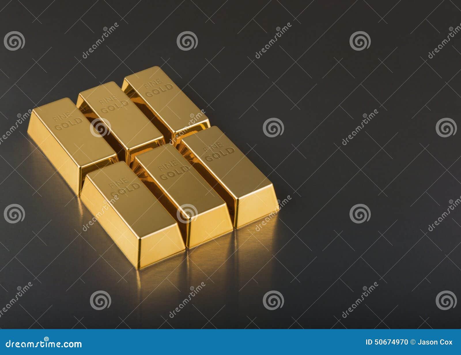 Feche acima das barras de ouro