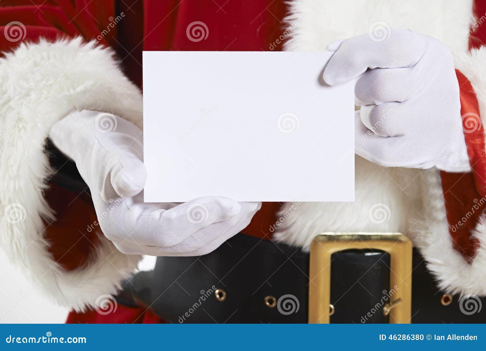 Feche acima de Santa Claus Holding Blank Invitation