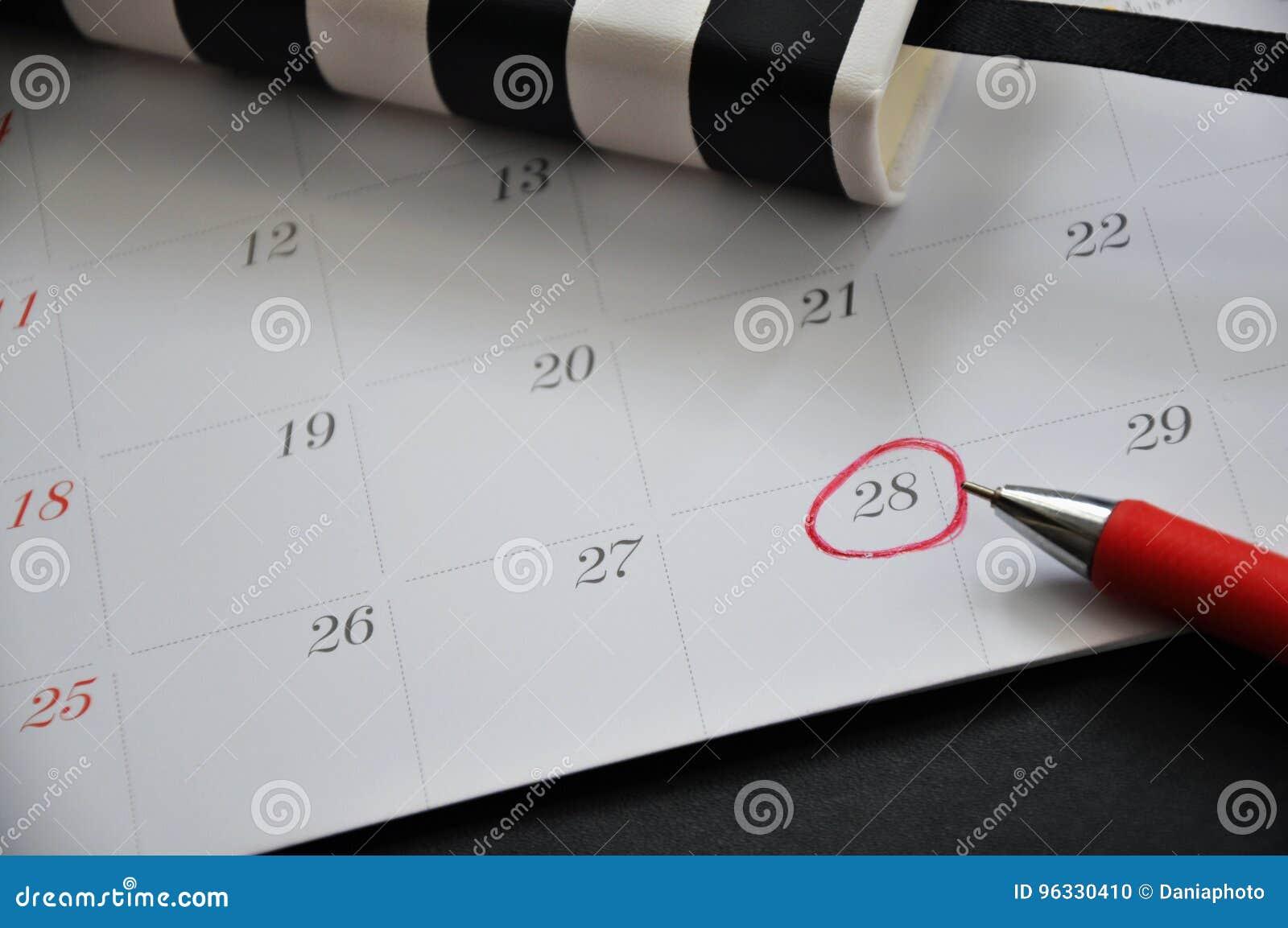 Feche acima do círculo vermelho marcado na data 28