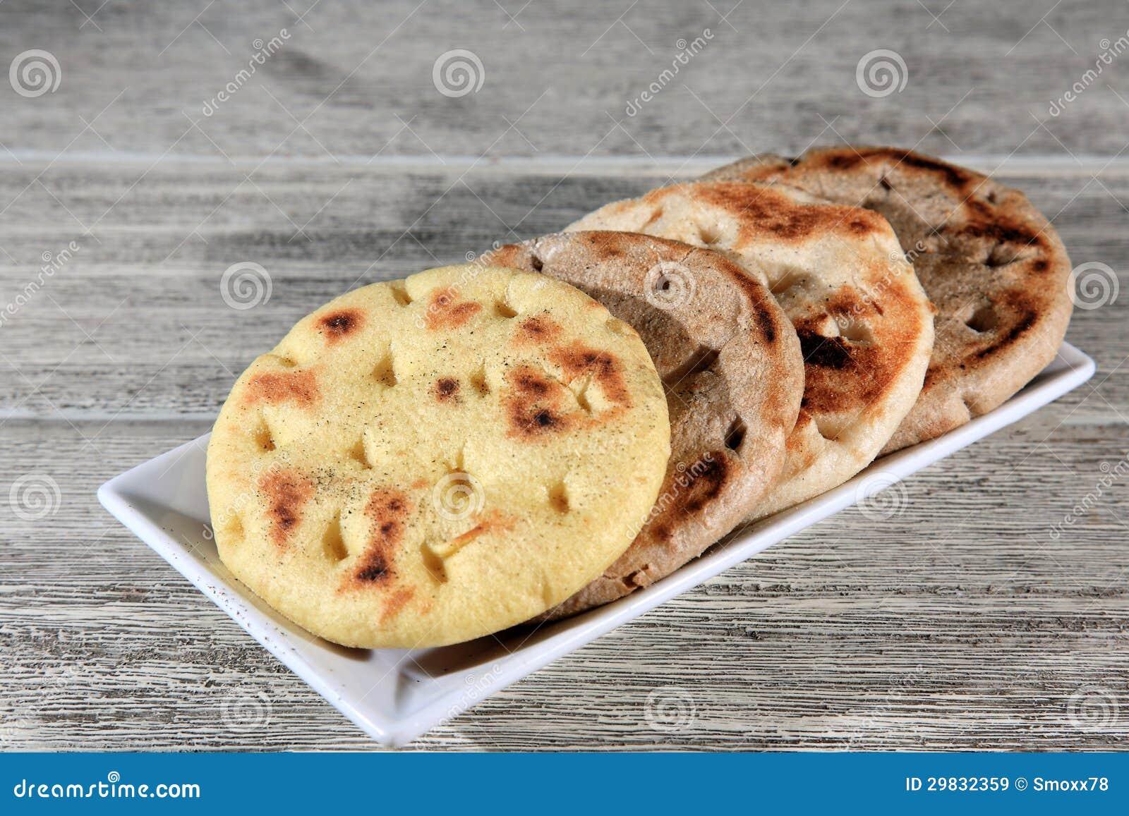 Pão cozido em uma placa