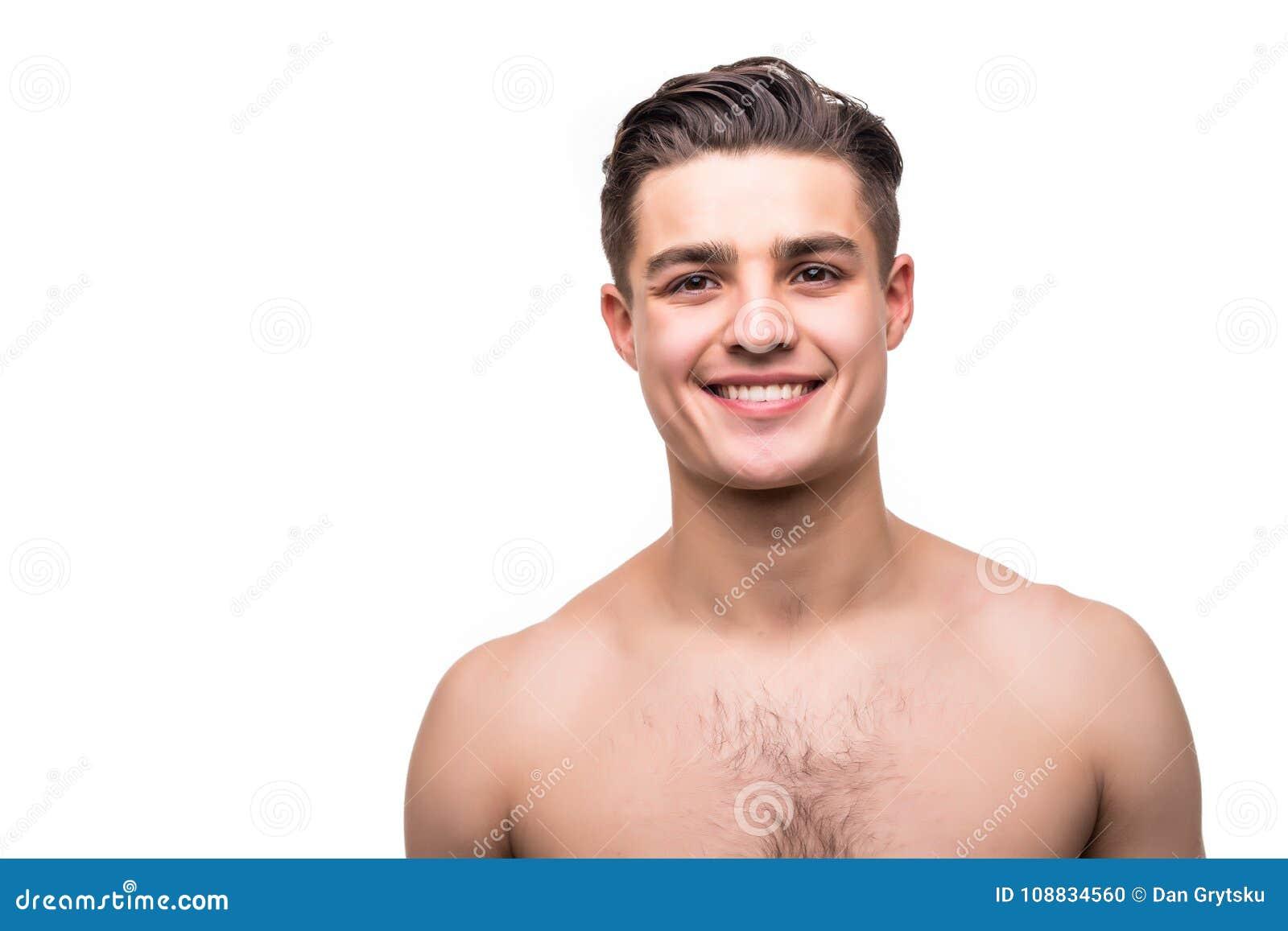 Feche acima do retrato do homem em topless considerável isolado no fundo branco