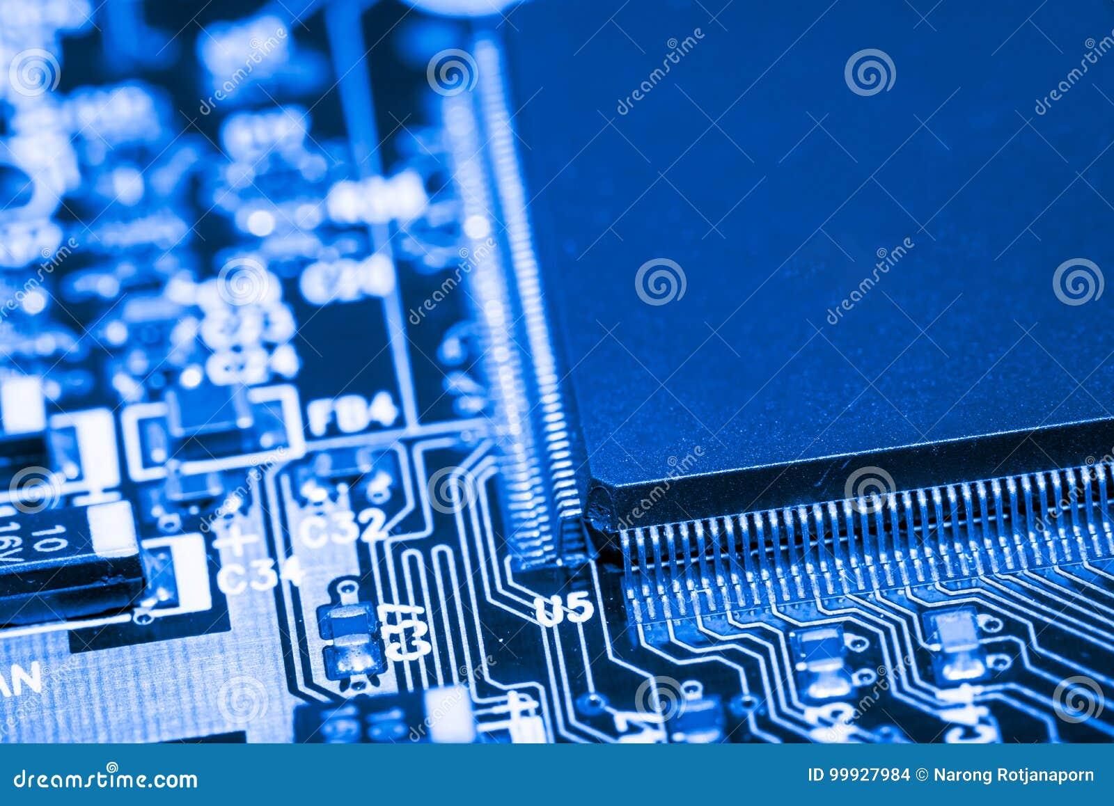 Feche acima dos circuitos eletrônicos na placa de lógica do fundo do computador da tecnologia de Mainboard, cartão-matriz do proc