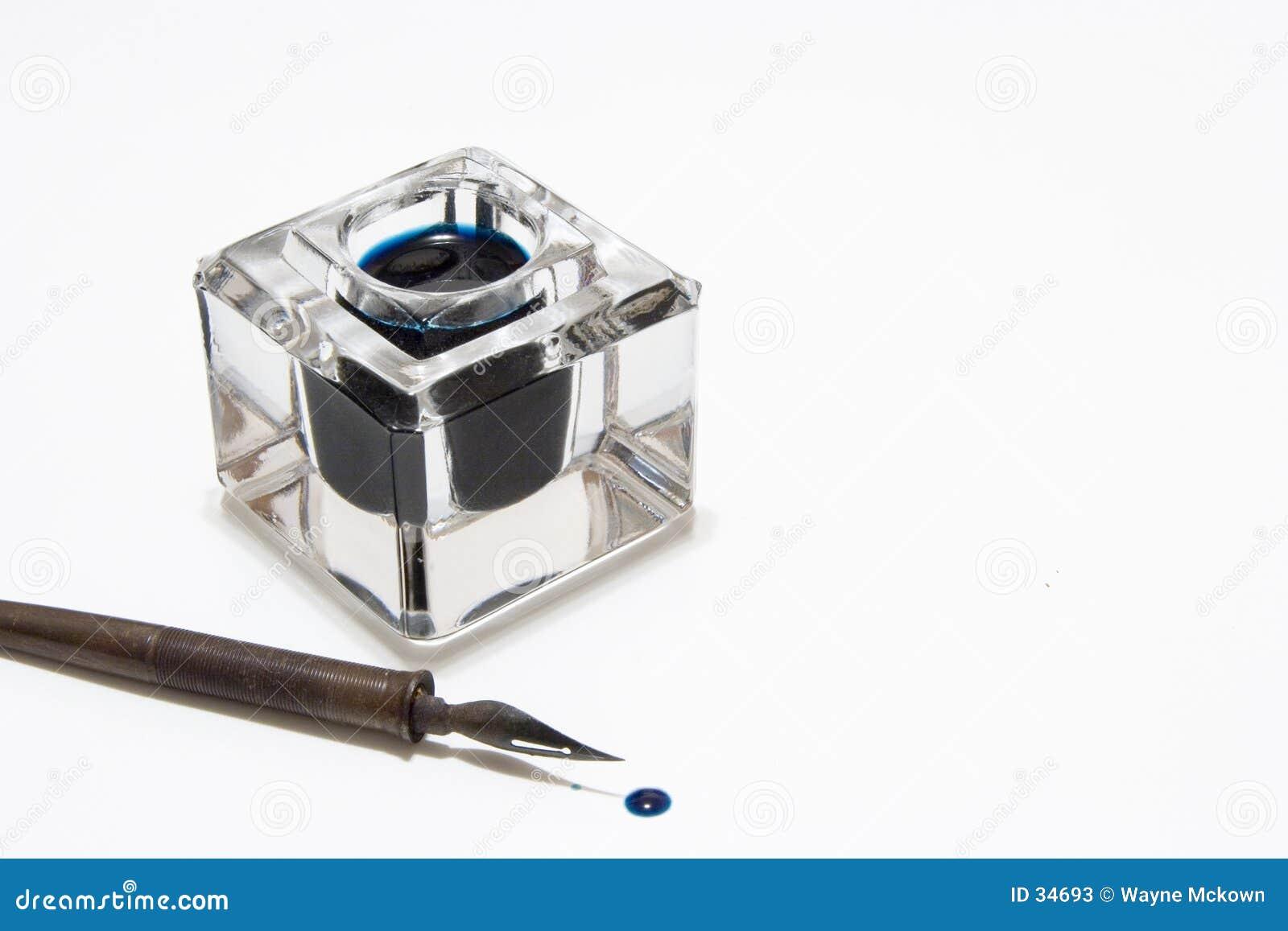Feder und Tintenfaß