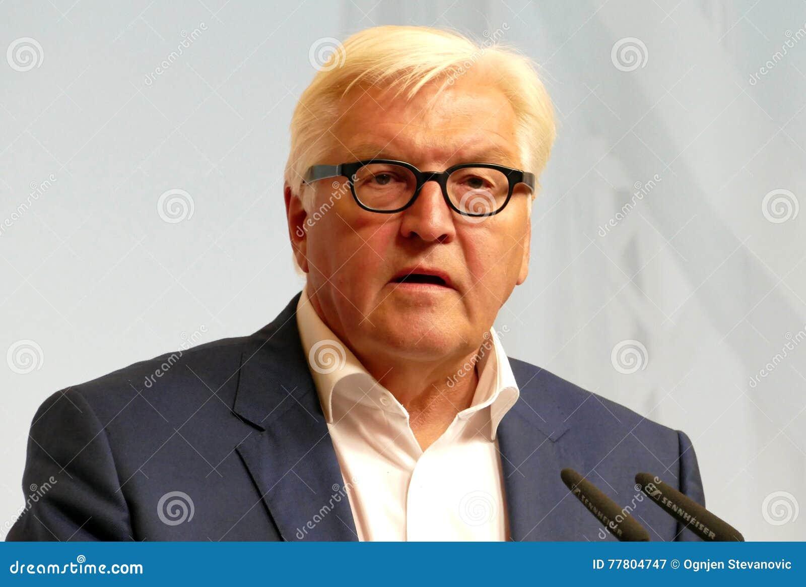 Federacyjny ministra spraw zagranicznych Dr Frank-Walter Steinmeier trzyma konferencję prasową