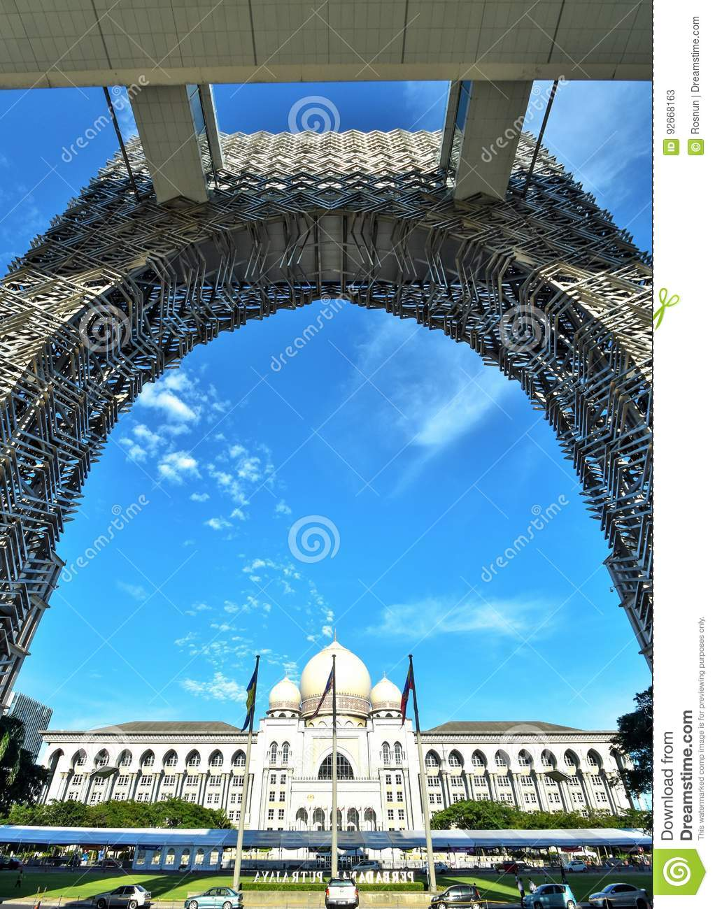 federalism in malaysia Islam and nation-building in malaysia and indonesia  ziegenhain p (2016)  political engineering, decentralization and federalism in southeast asia:.