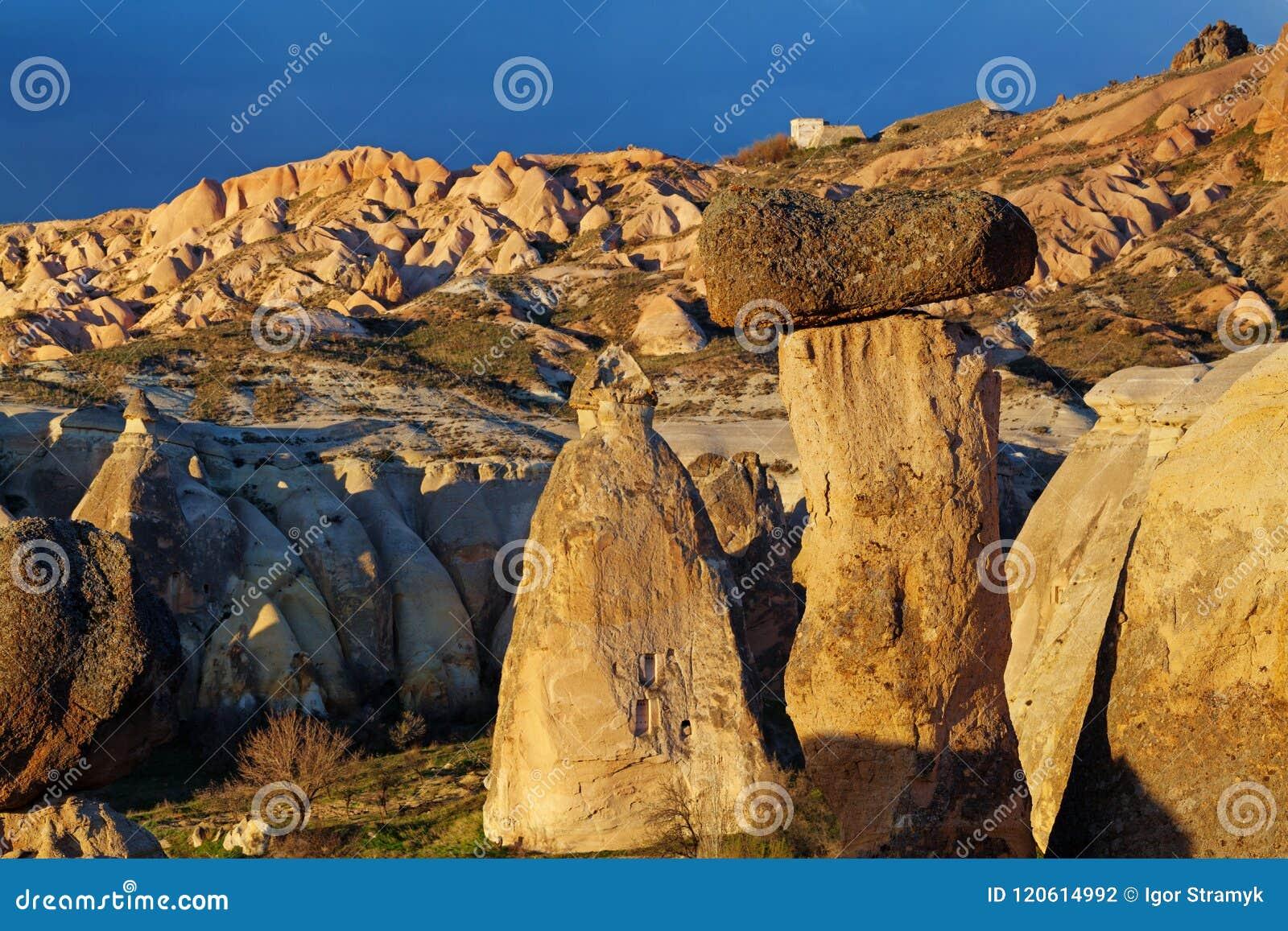 Fee bringt Steinklippen unter
