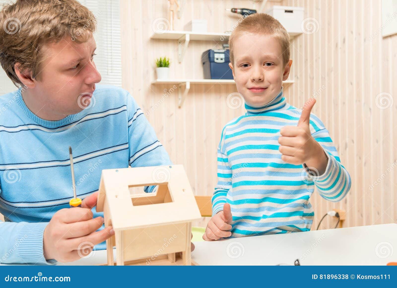 Feederstogether птицы здания счастливого сына счастливое