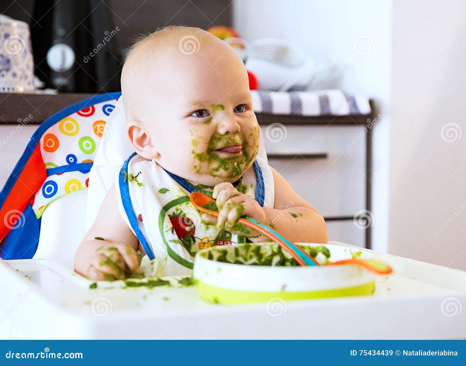 Feeding Primer alimento sólido del bebé