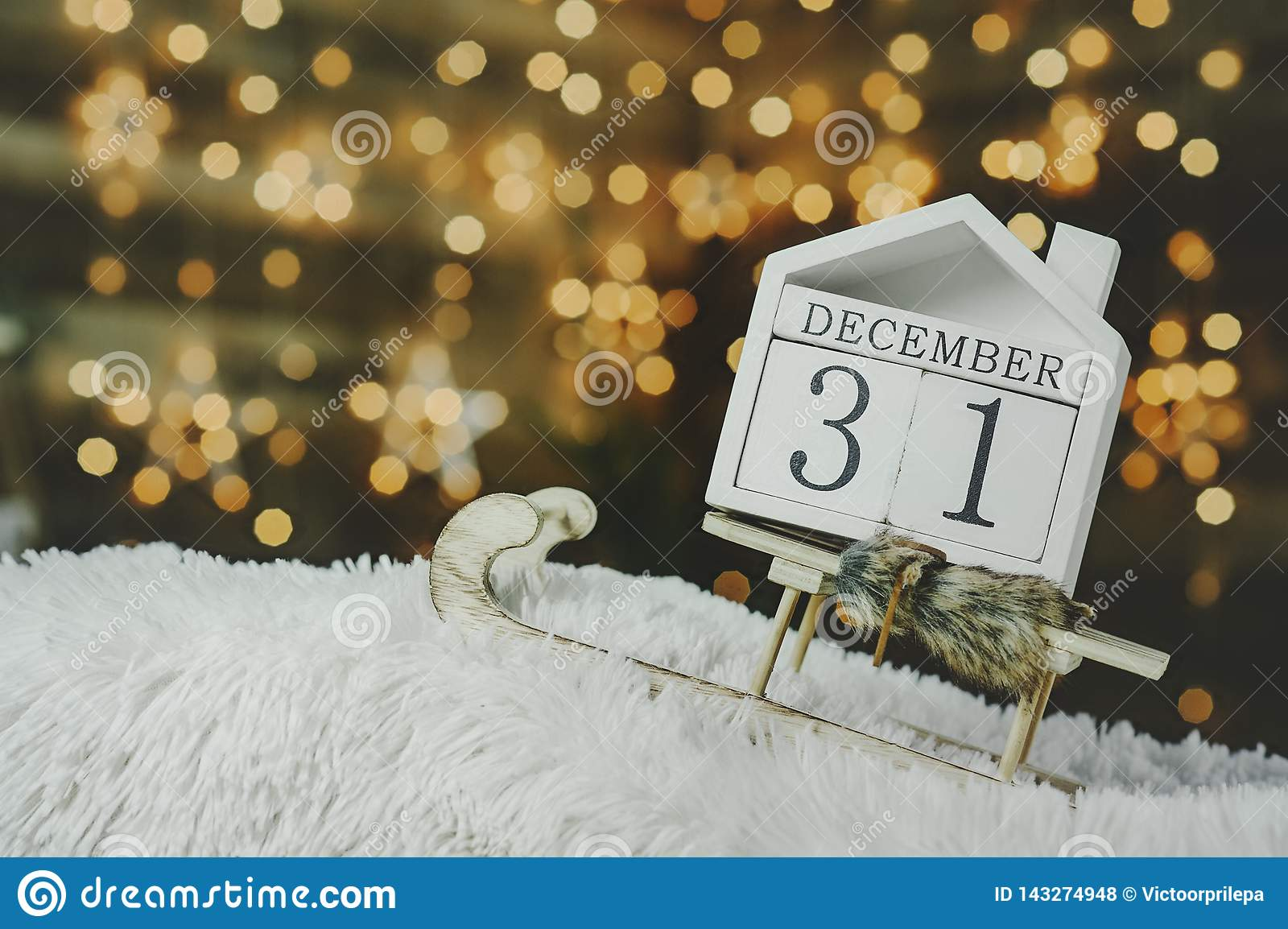 Feestelijke achtergrond op de vooravond van het nieuwe jaar, met een aftelprocedurekalender op 31 December op de achtergrond van