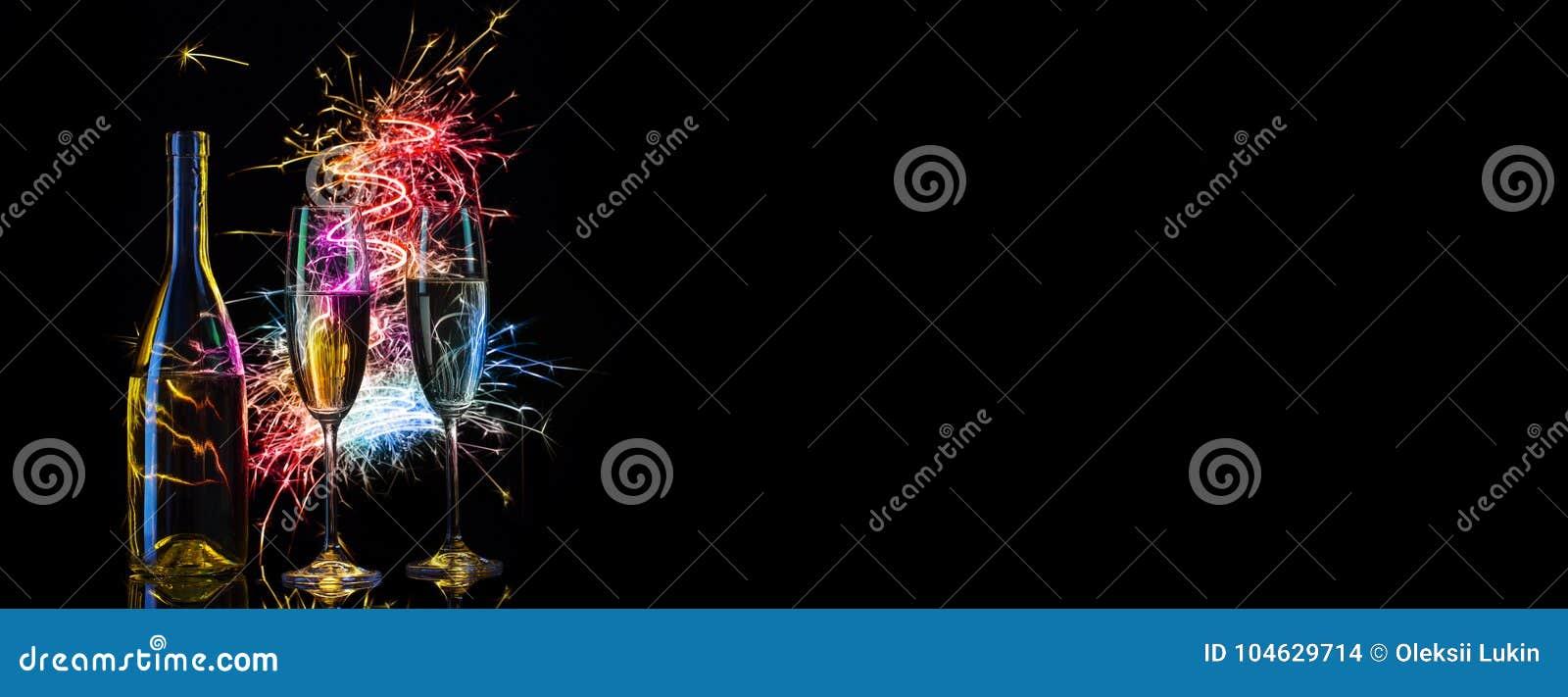 Download Feestelijke Champagne In Multicolored Vonken Van Lichten Stock Foto - Afbeelding bestaande uit zwart, decoratie: 104629714