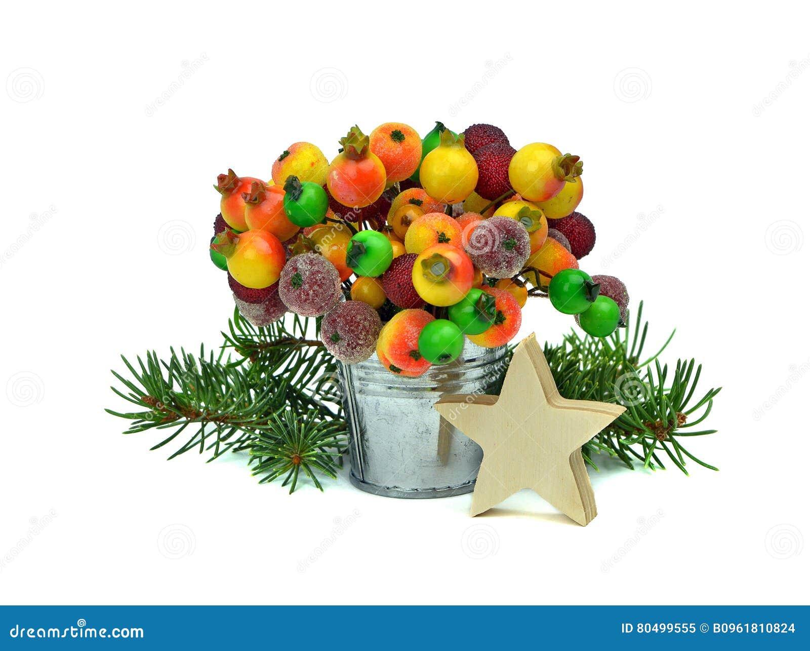 Feestelijke Decoratie Houten ster, boom en bevroren bessen isola