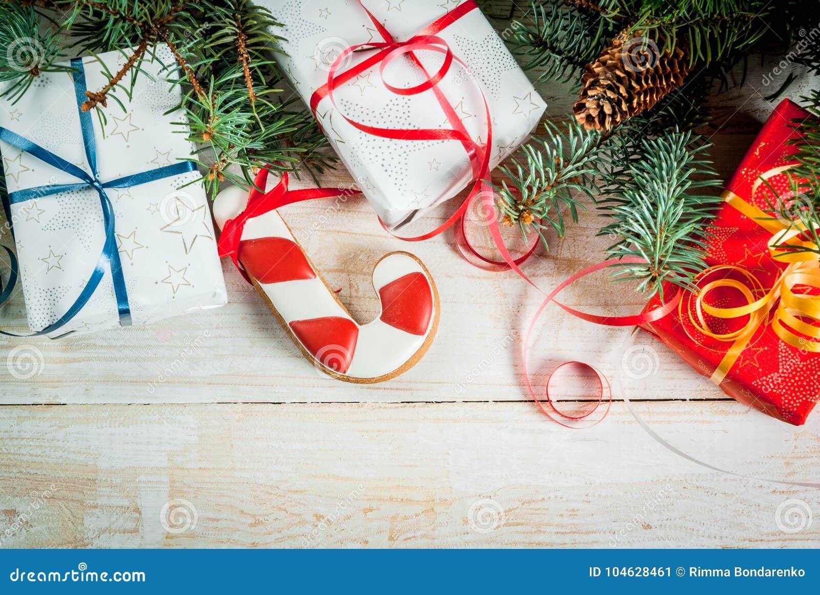 Download Feestelijke Kerstmisachtergrond Stock Afbeelding - Afbeelding bestaande uit spar, achtergrond: 104628461