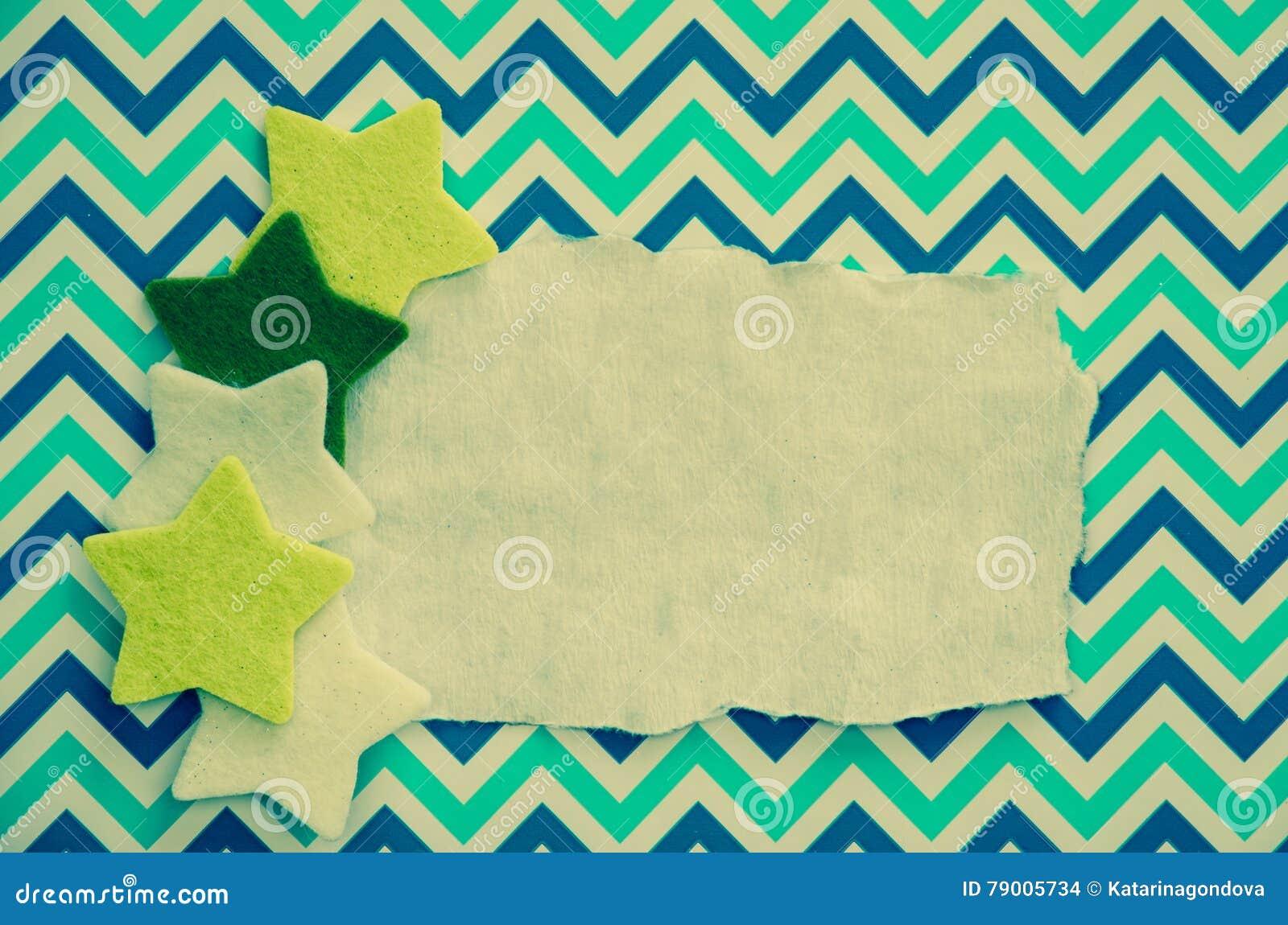 Feestelijke Kerstmissterren over leeg blauw karton